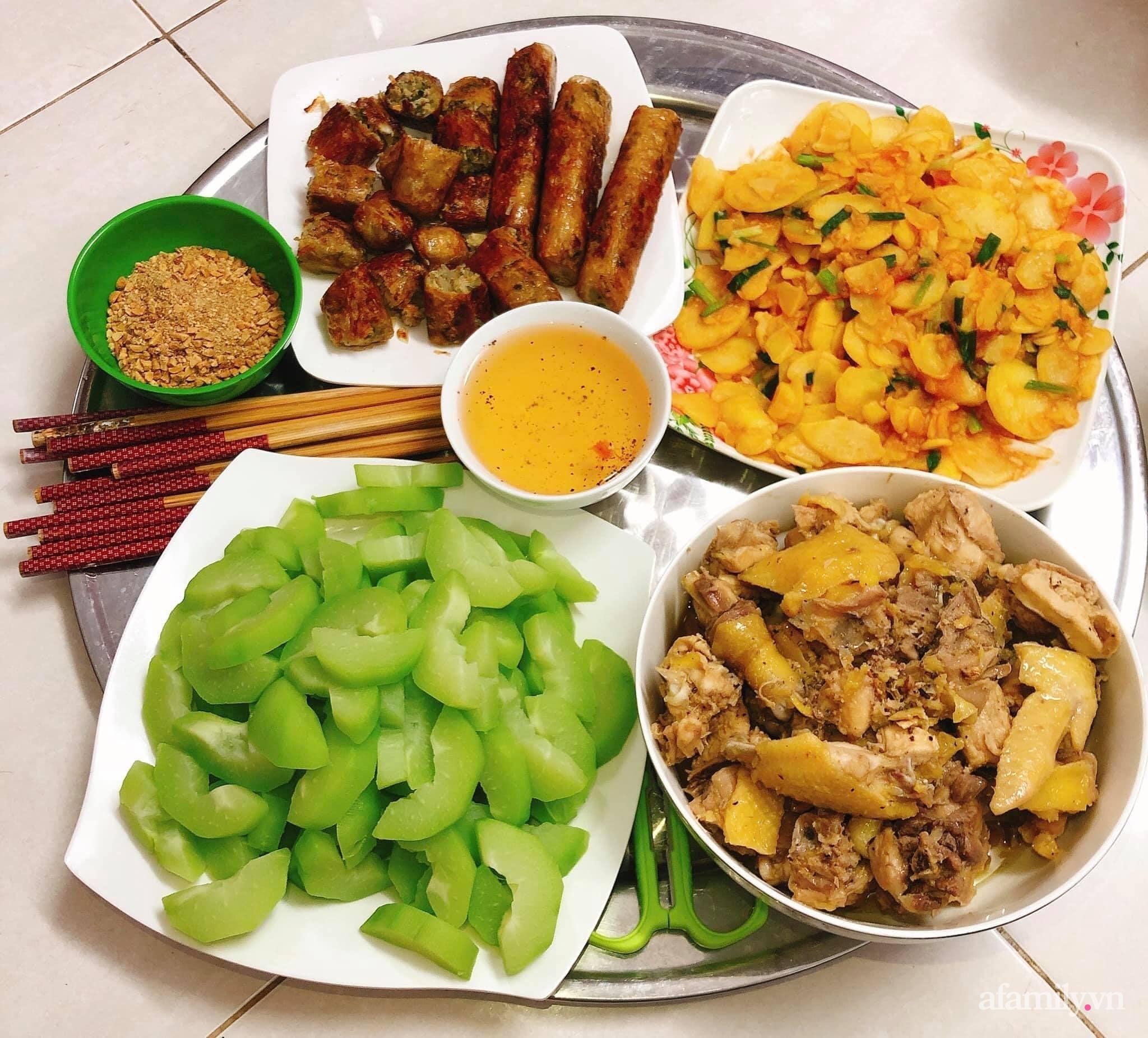 Kinh doanh online bận rộn, mẹ trẻ Hà Nội vẫn chăm chỉ cơm nước cho gia đình, mỗi bữa đầy ắp món ngon cho 5 người mà chi phí chỉ 170K - Ảnh 4.