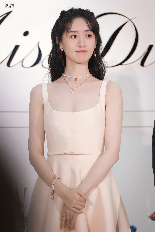 """Jisoo Dior Diện đồ Dior lấy cảm hứng từ Jisoo, Angela Baby và dàn sao Cbiz ngậm ngùi lép vế """"bản gốc""""? - Ảnh 8."""