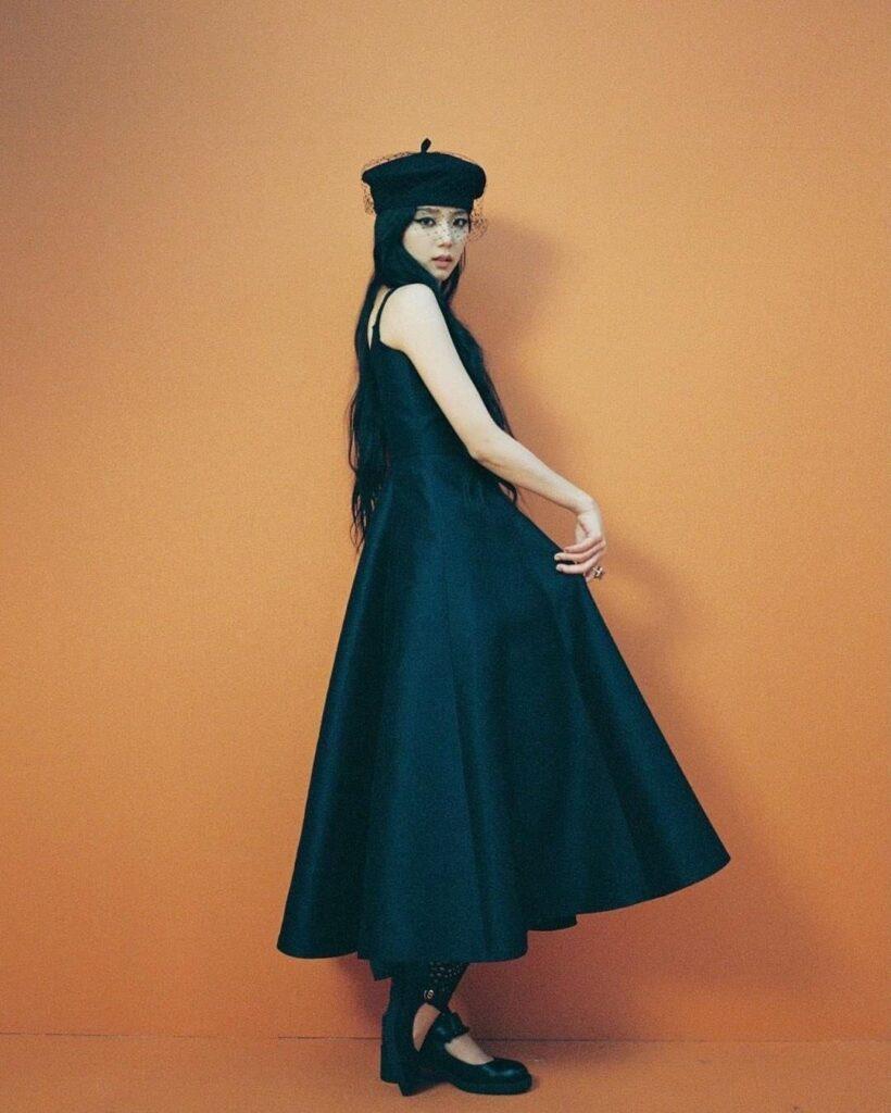 """Jisoo Dior Diện đồ Dior lấy cảm hứng từ Jisoo, Angela Baby và dàn sao Cbiz ngậm ngùi lép vế """"bản gốc""""? - Ảnh 2."""