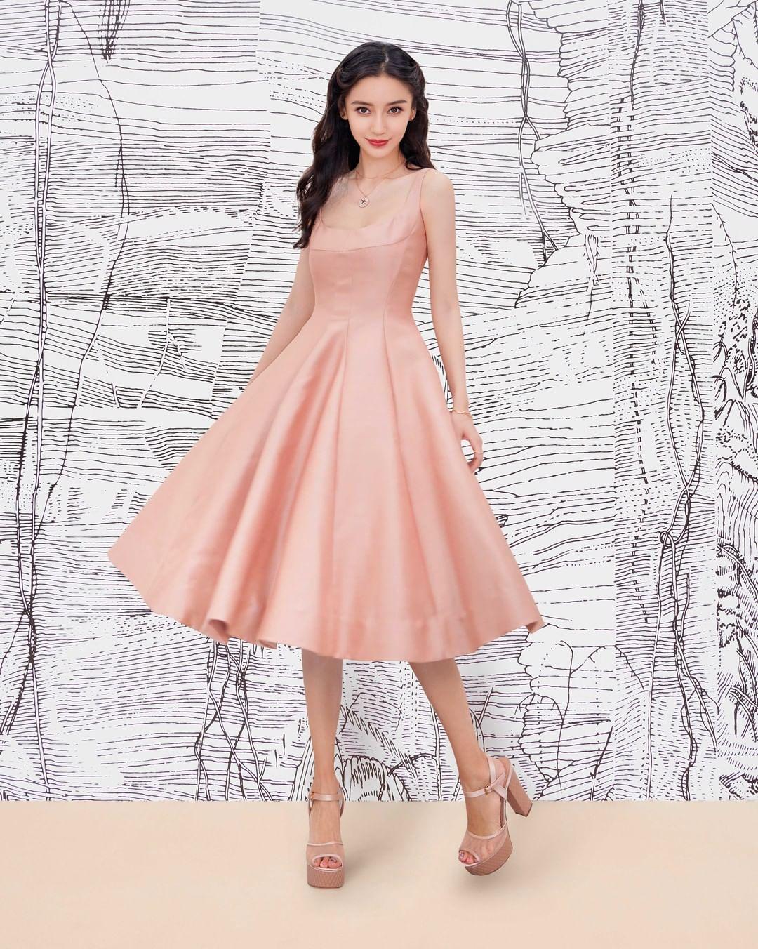 """Jisoo Dior Diện đồ Dior lấy cảm hứng từ Jisoo, Angela Baby và dàn sao Cbiz ngậm ngùi lép vế """"bản gốc""""? - Ảnh 4."""