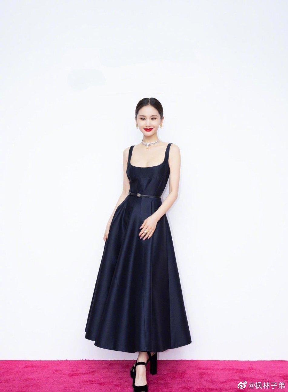 """Jisoo Dior Diện đồ Dior lấy cảm hứng từ Jisoo, Angela Baby và dàn sao Cbiz ngậm ngùi lép vế """"bản gốc""""? - Ảnh 5."""