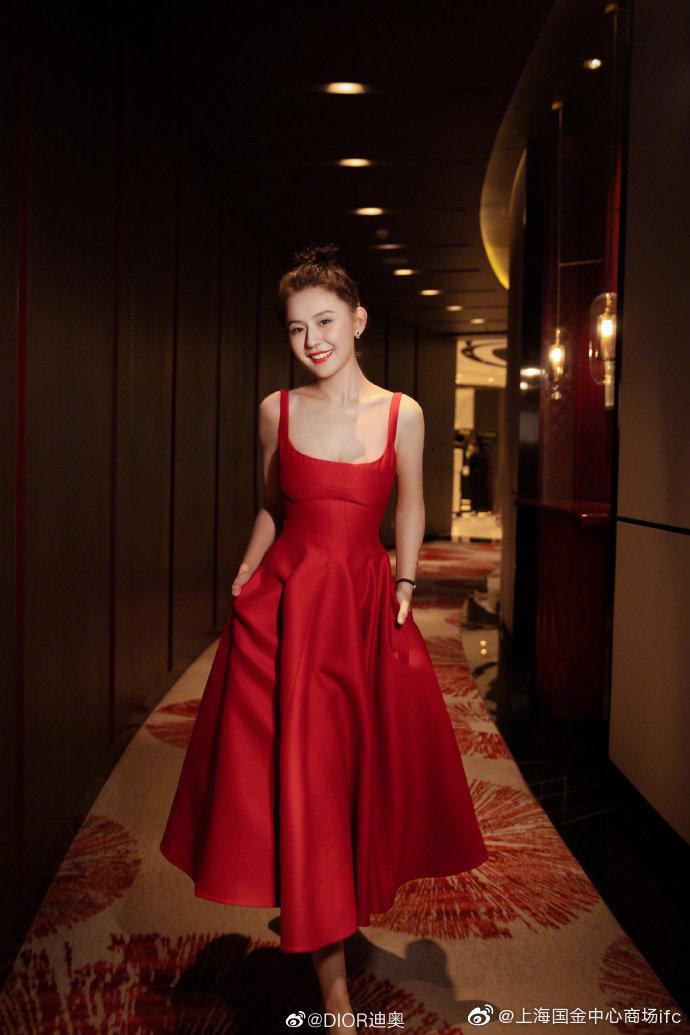 """Jisoo Dior Diện đồ Dior lấy cảm hứng từ Jisoo, Angela Baby và dàn sao Cbiz ngậm ngùi lép vế """"bản gốc""""? - Ảnh 9."""