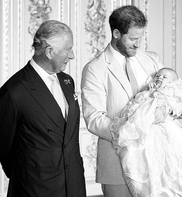 """Thái tử Charles đưa ra lời phát biểu về con nhà Công nương Kate chẳng khác nào """"dội gáo nước lạnh"""" lên Meghan - Ảnh 3."""