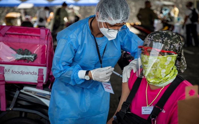 Tổng thống Philippines đề xuất đột nhập vào nhà dân, tiêm lén vaccine COVID-19 khi đang ngủ - Ảnh 3.