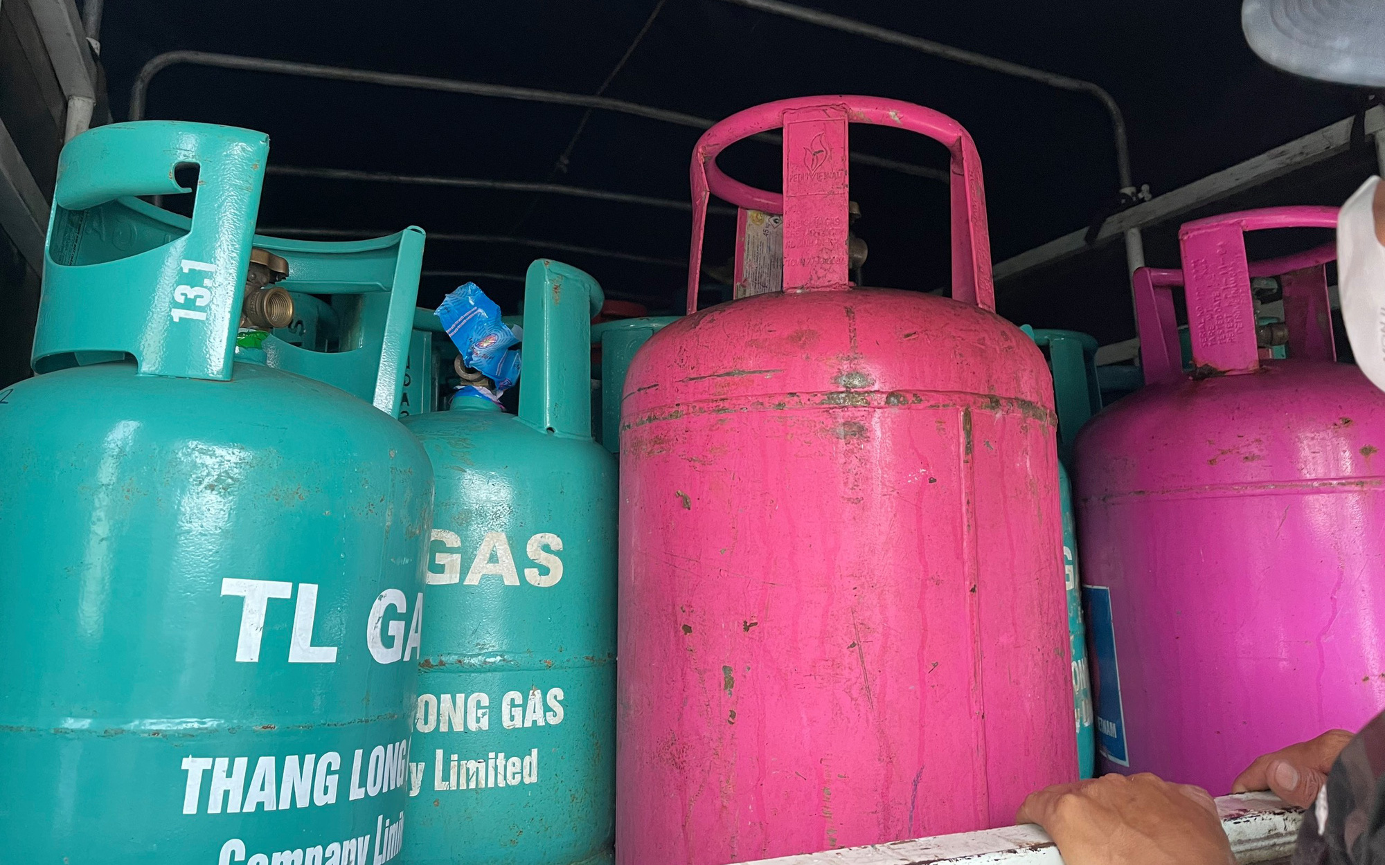 Hải Dương: Triệt phá cơ sở sang chiết gas trái phép cực lớn