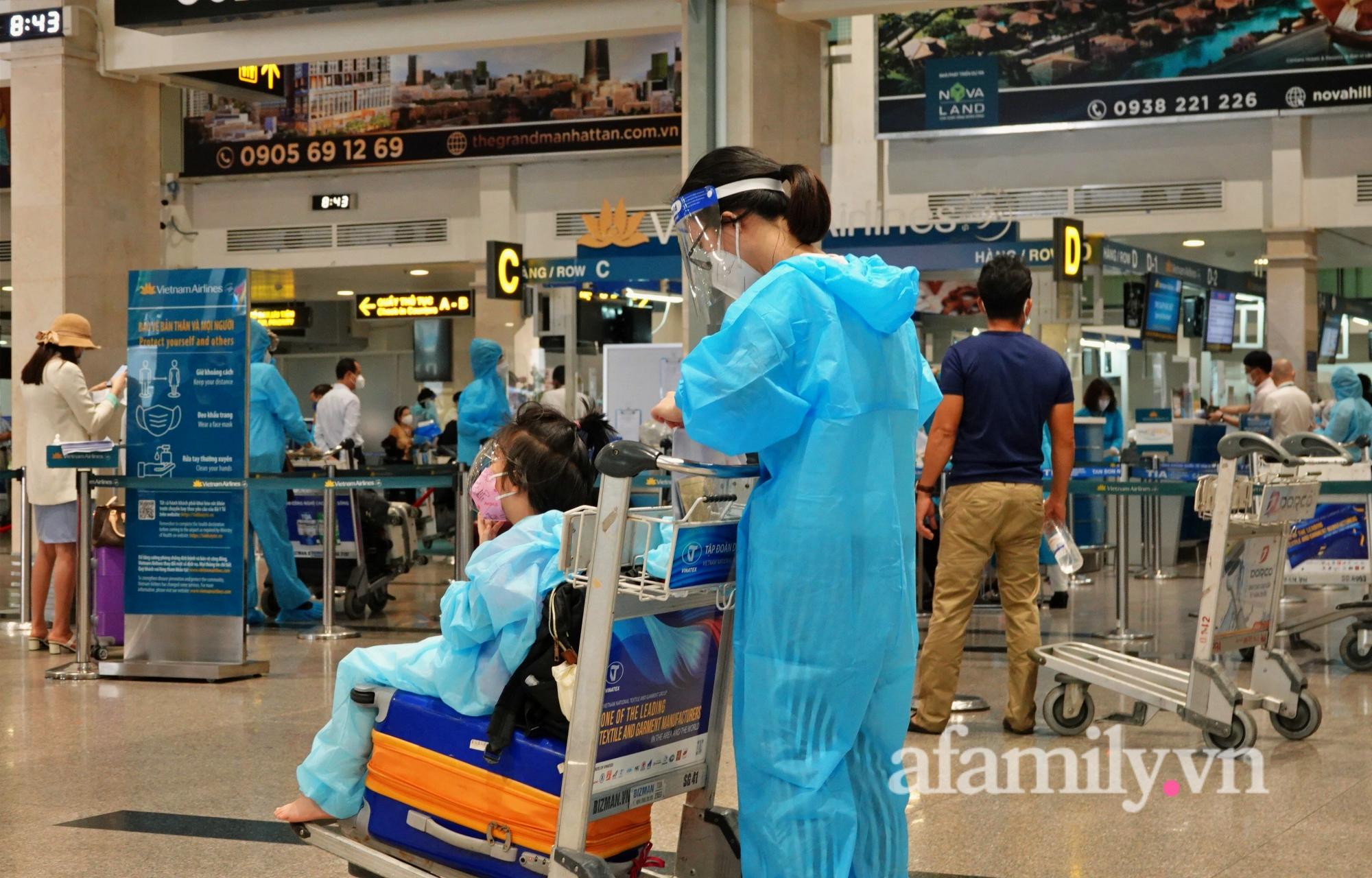 """Những chuyến bay về quê đầy thăng trầm sau hơn 4 tháng """"mắc kẹt"""" với Sài Gòn: """"Chỉ cần được về nhà, khó khăn gấp mấy tôi cũng chịu được"""" - Ảnh 5."""