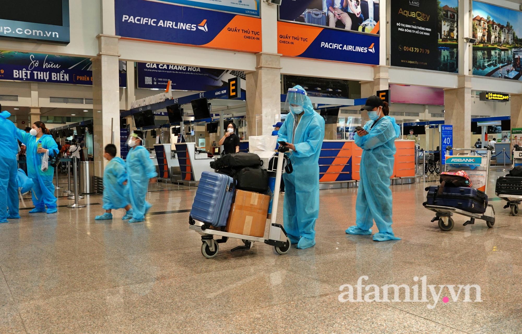 """Những chuyến bay về quê đầy thăng trầm sau hơn 4 tháng """"mắc kẹt"""" với Sài Gòn: """"Chỉ cần được về nhà, khó khăn gấp mấy tôi cũng chịu được"""" - Ảnh 2."""