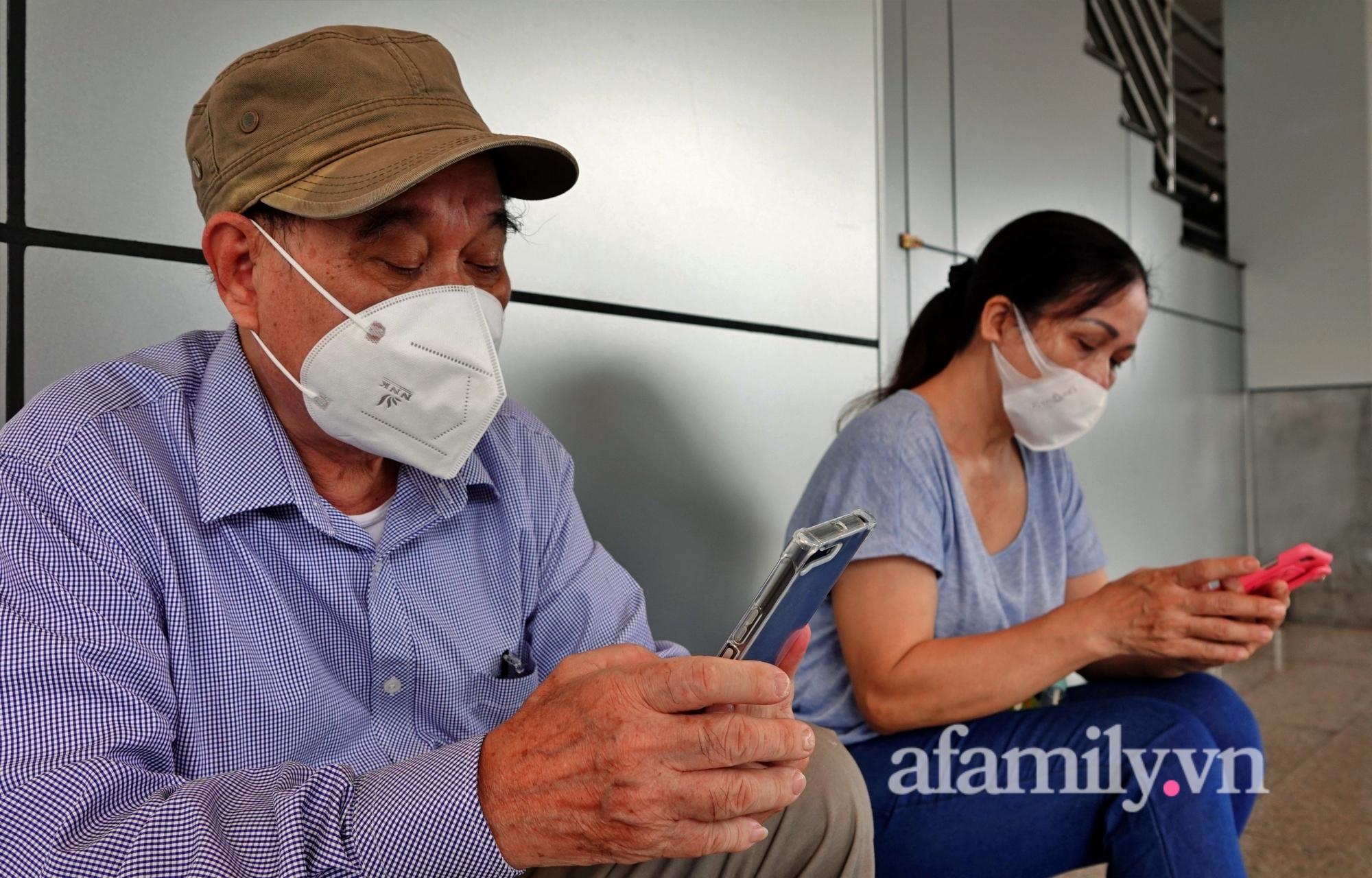 """Những chuyến bay về quê đầy thăng trầm sau hơn 4 tháng """"mắc kẹt"""" với Sài Gòn: """"Chỉ cần được về nhà, khó khăn gấp mấy tôi cũng chịu được"""" - Ảnh 3."""