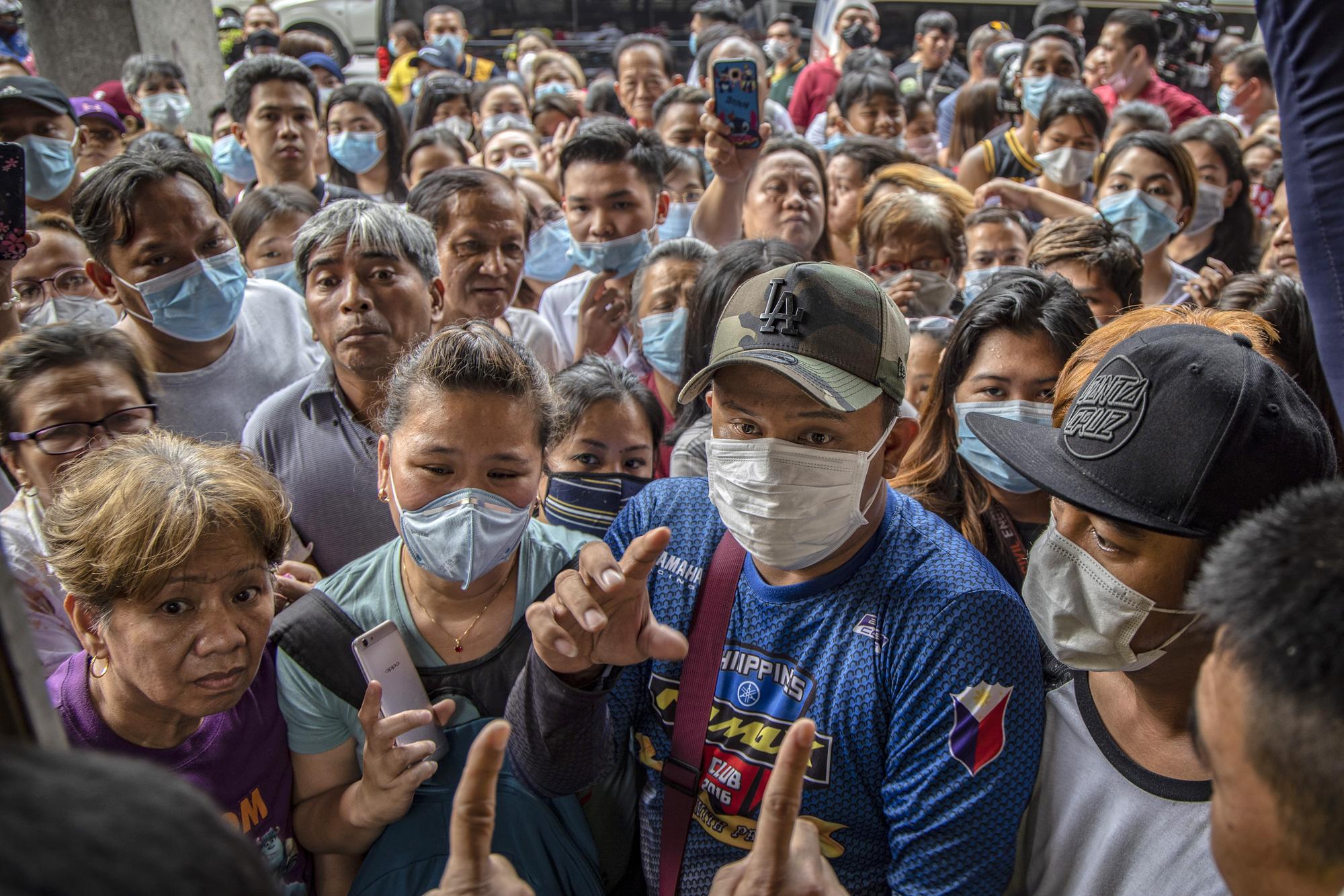 Tổng thống Philippines đề xuất đột nhập vào nhà dân, tiêm lén vaccine COVID-19 khi đang ngủ - Ảnh 6.