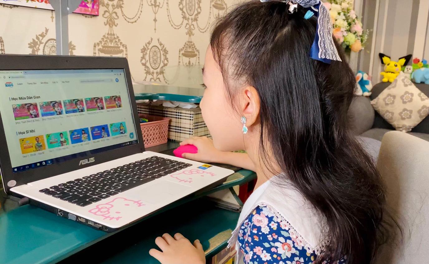 Thực trạng đáng lo ngại của bố mẹ đối với việc học online của trẻ - Ảnh 2.