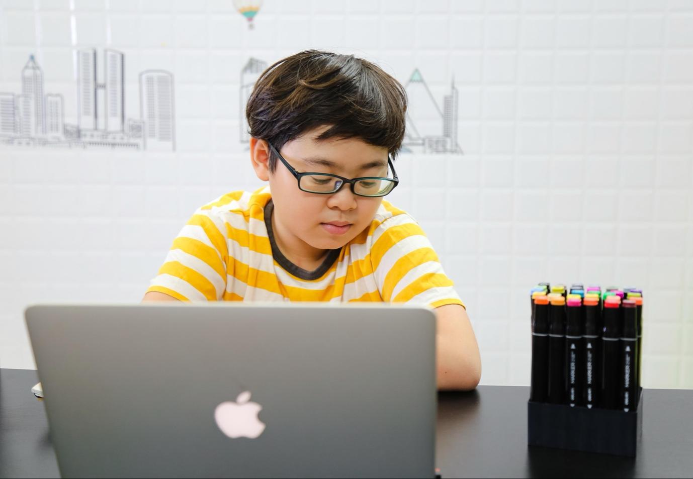 Thực trạng đáng lo ngại của bố mẹ đối với việc học online của trẻ - Ảnh 5.