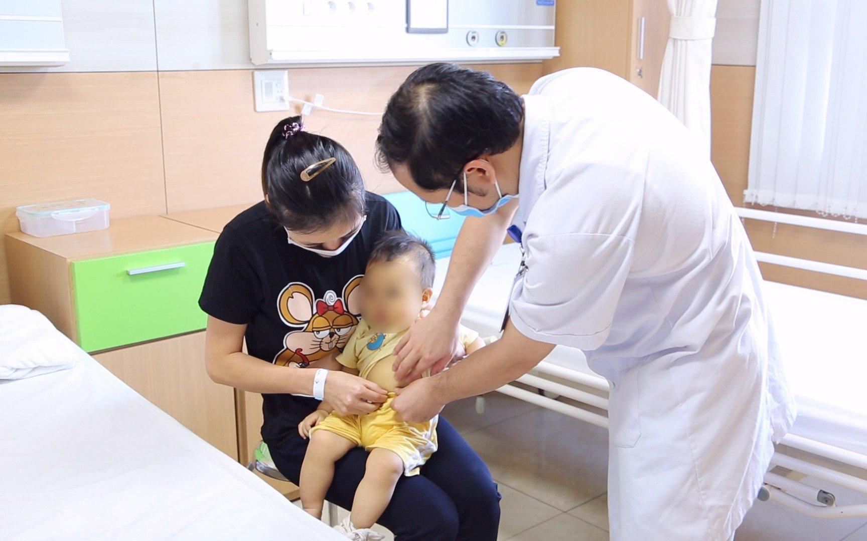 Bé 10 tháng tuổi đã bị u nang ống mật chủ biến chứng