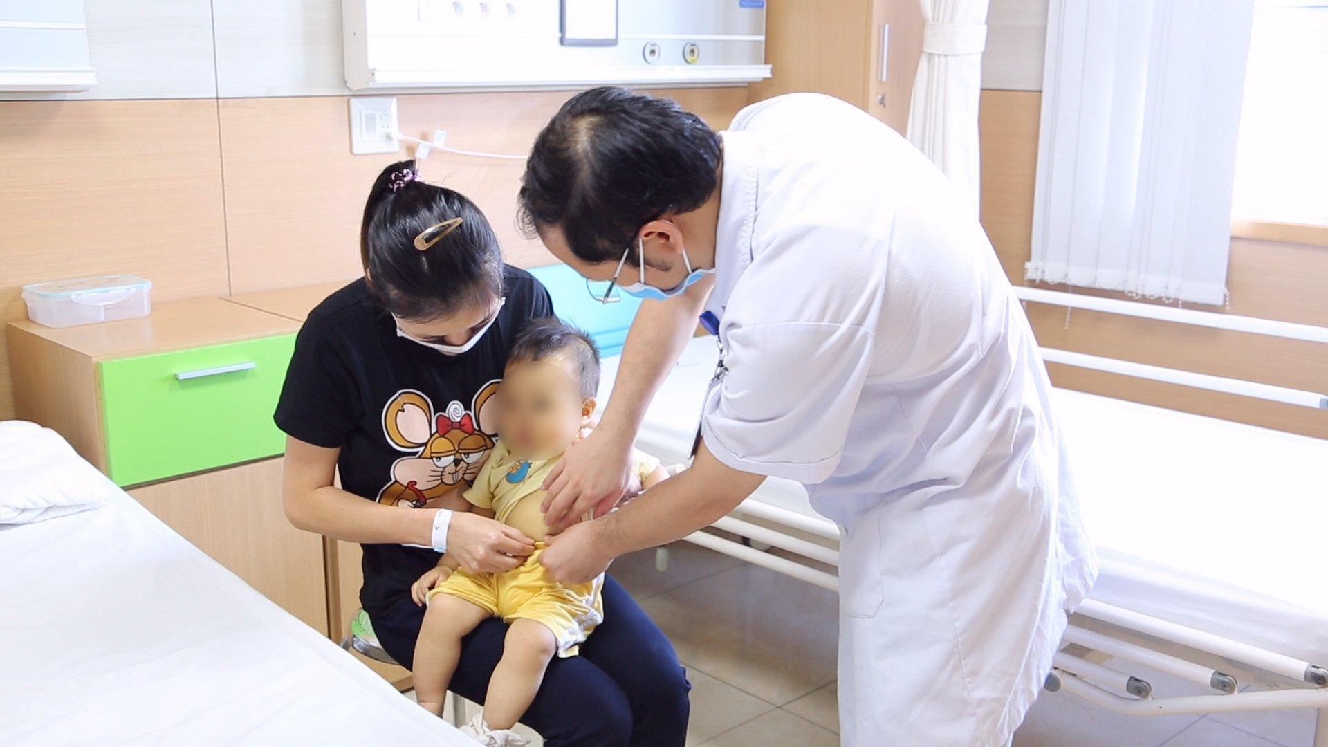Bệnh nhi 10 tháng tuổi đã bị u nang ống mật chủ biến chứng - Ảnh 1.