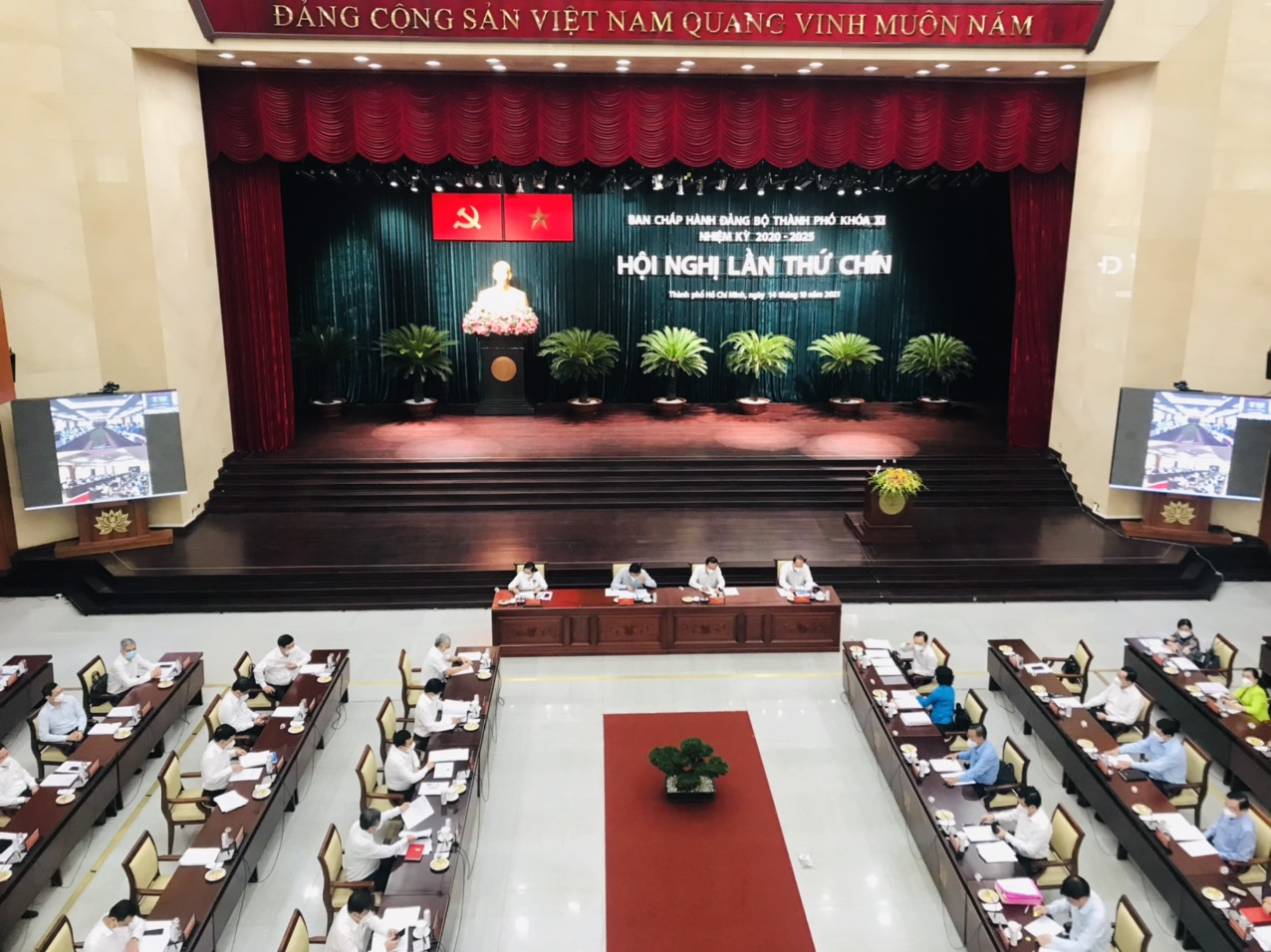 NÓNG: Thành ủy TP HCM đang họp mở rộng bàn nhiều vấn đề quan trọng - Ảnh 1.