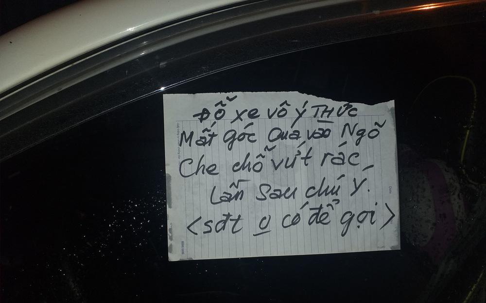 """Văn hóa đỗ xe lại được """"hâm nóng"""", chủ xe bị phen """"ngượng chín mặt"""" khi đọc được tờ giấy nhắc nhở"""
