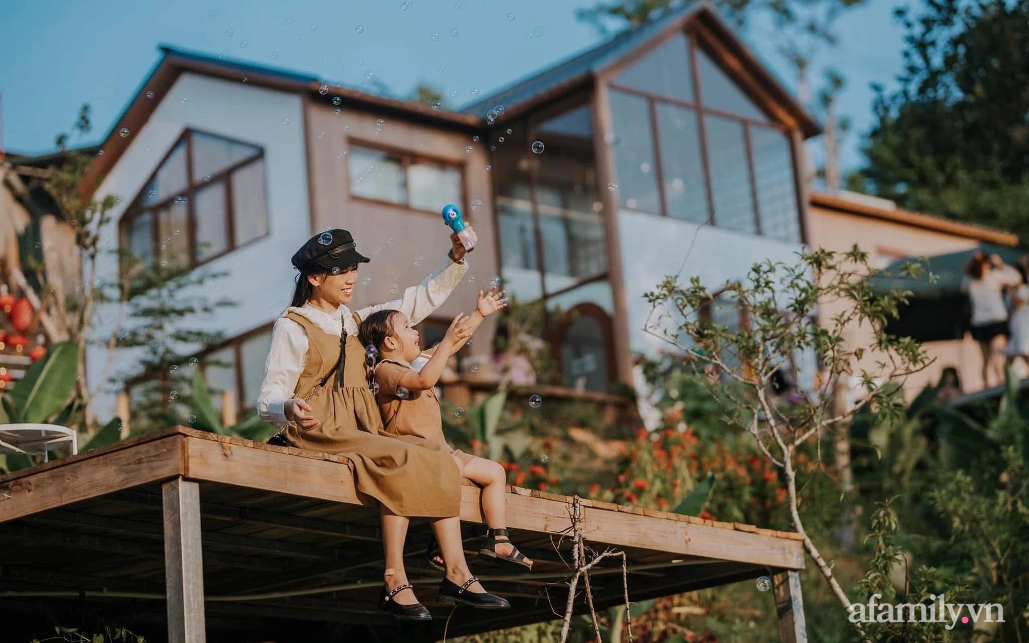 Bỏ phố về quê, cô gái 24 tuổi thực hiện giấc mơ với căn nhà giữa núi rừng Việt Bắc