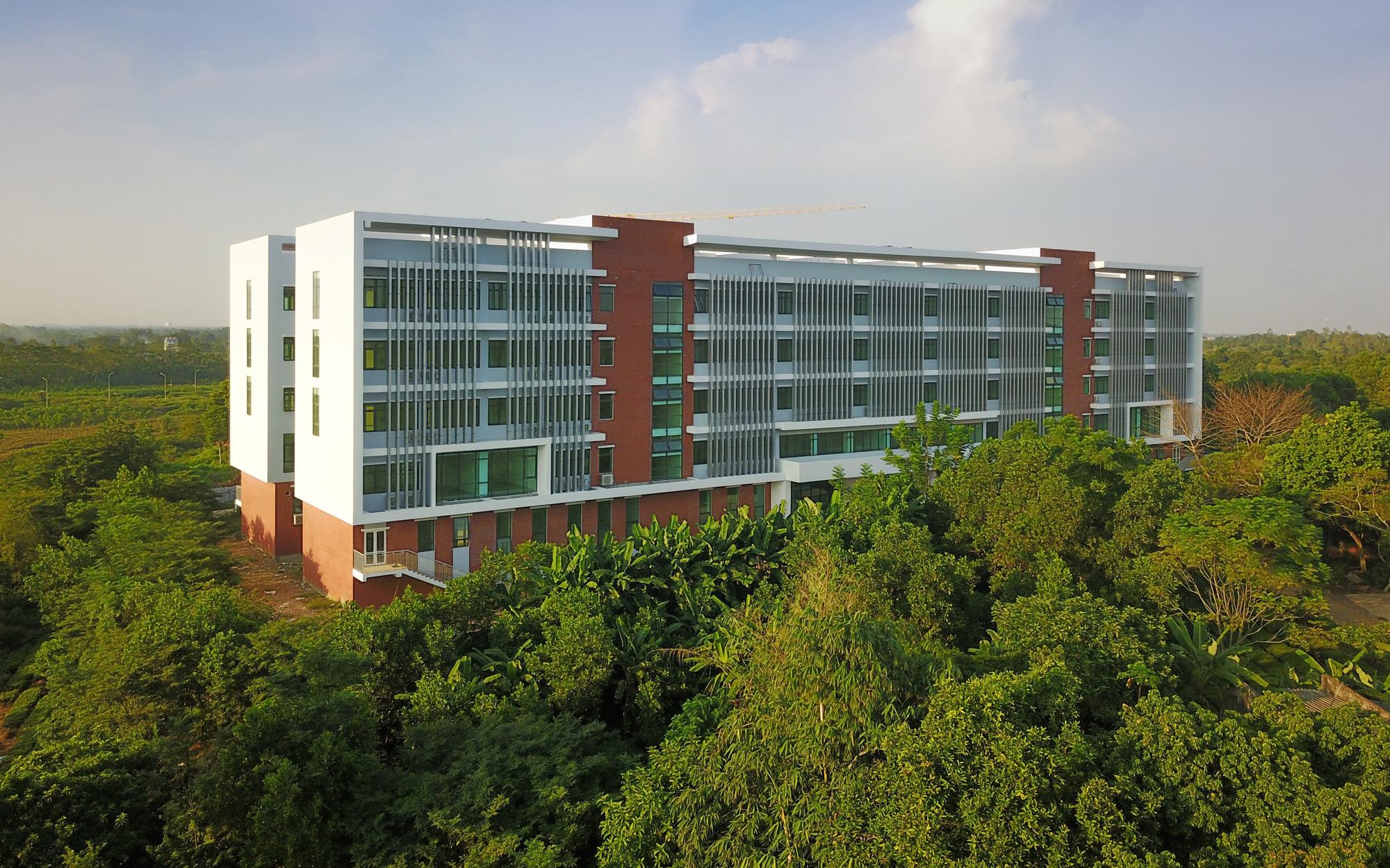 """Sinh viên Hà Nội sắp chuyển vào """"nhà mới"""" hoành tráng siêu lãng mạn, có cả đồi chè, hồ sen lung linh như bối cảnh phim Hàn"""