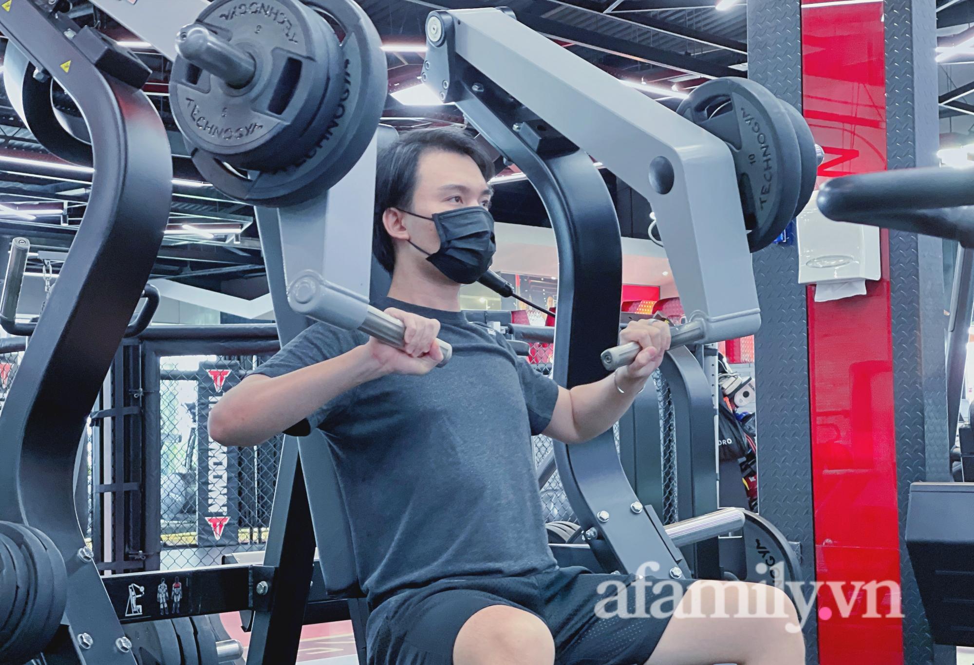 """Sau 4 tháng """"ngủ đông"""", phòng gym ở TP.HCM mở cửa, nhiều bạn trẻ vui như trẩy hội - Ảnh 3."""