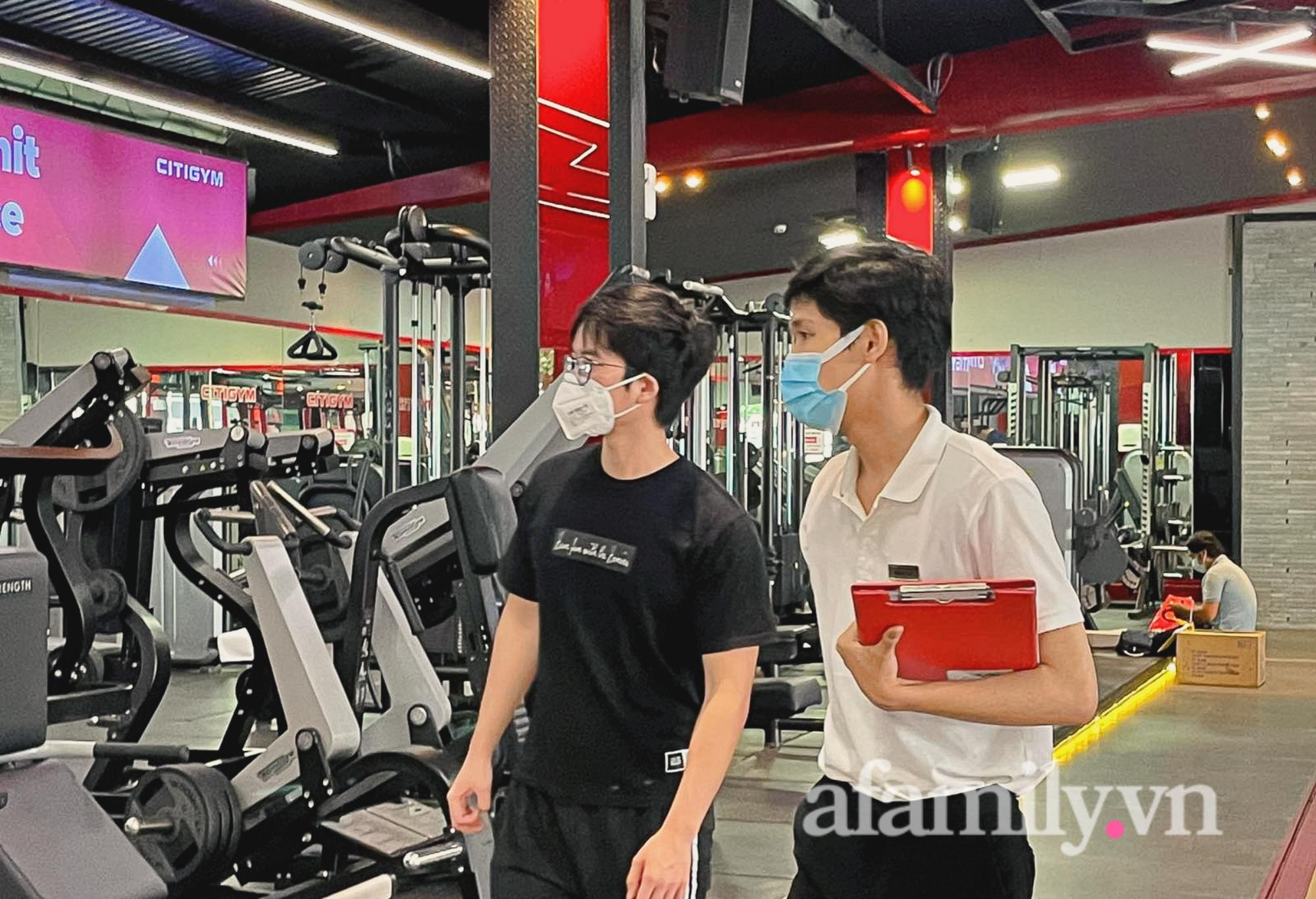 """Sau 4 tháng """"ngủ đông"""", phòng gym ở TP.HCM mở cửa, nhiều bạn trẻ vui như trẩy hội - Ảnh 4."""