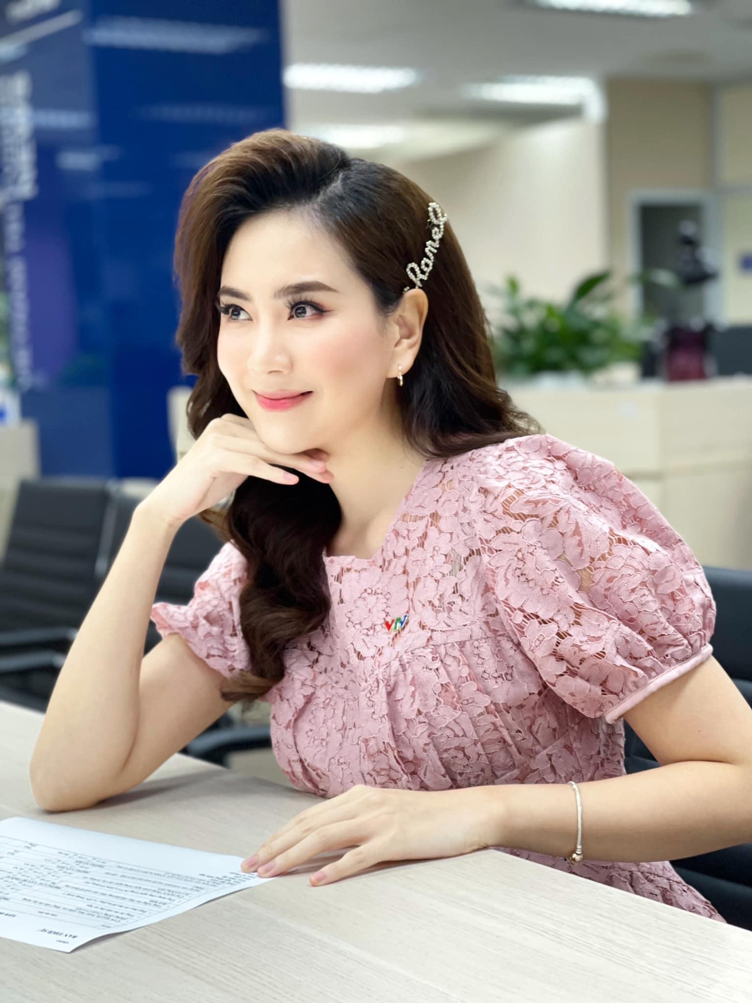 MC Mai Ngọc: Ưu điểm nhan sắc và khuyết điểm makeup nên cẩn trọng khi học theo - Ảnh 10.