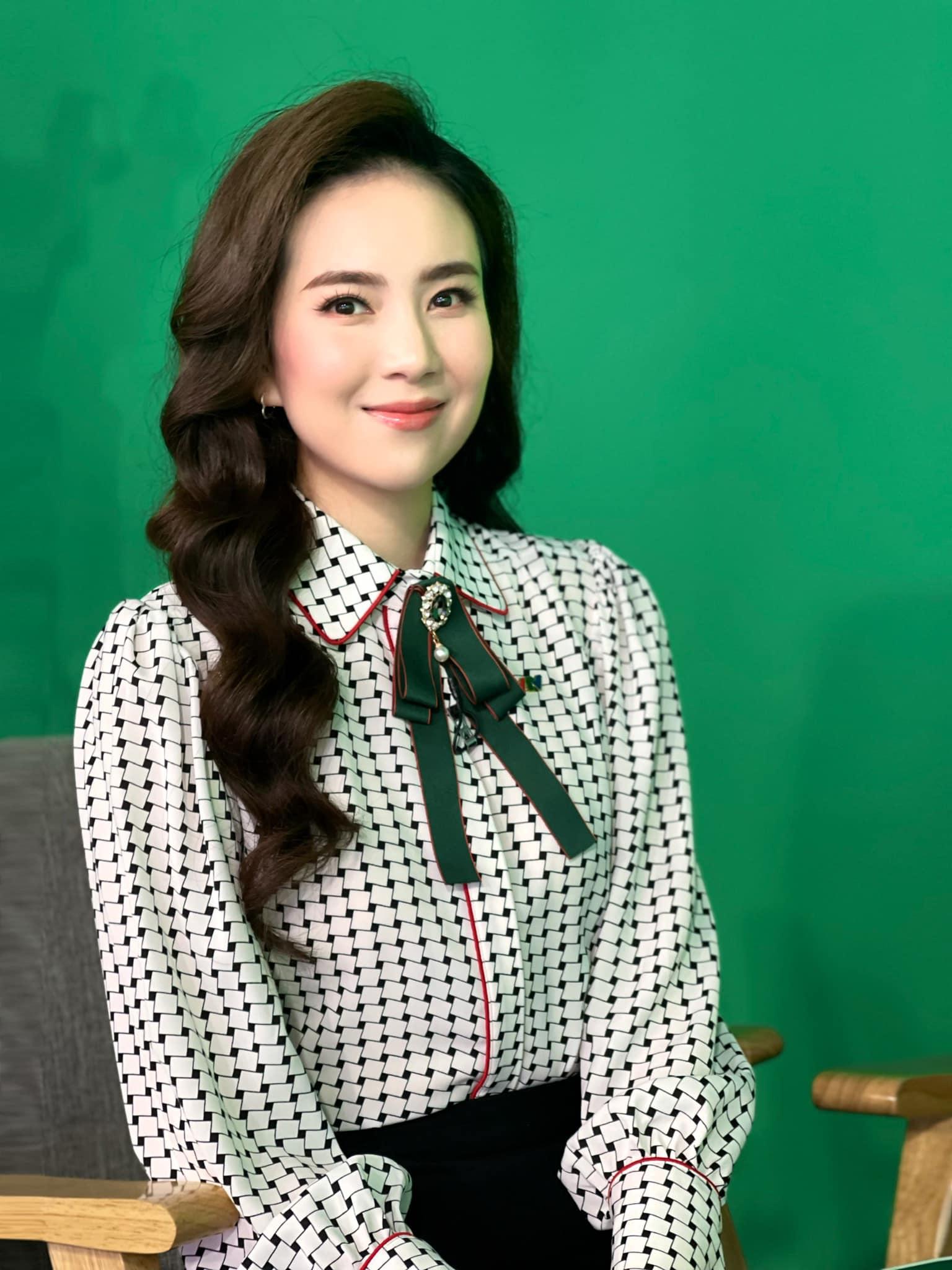 MC Mai Ngọc: Ưu điểm nhan sắc và khuyết điểm makeup nên cẩn trọng khi học theo - Ảnh 8.