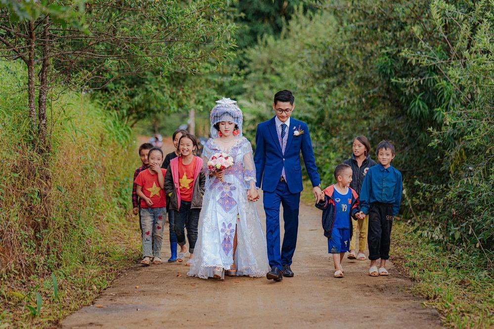 Mắc kẹt trên Tây Bắc vì dịch, chàng trai Sài Gòn cưới ngay vợ người HMông xinh đẹp - Ảnh 8.