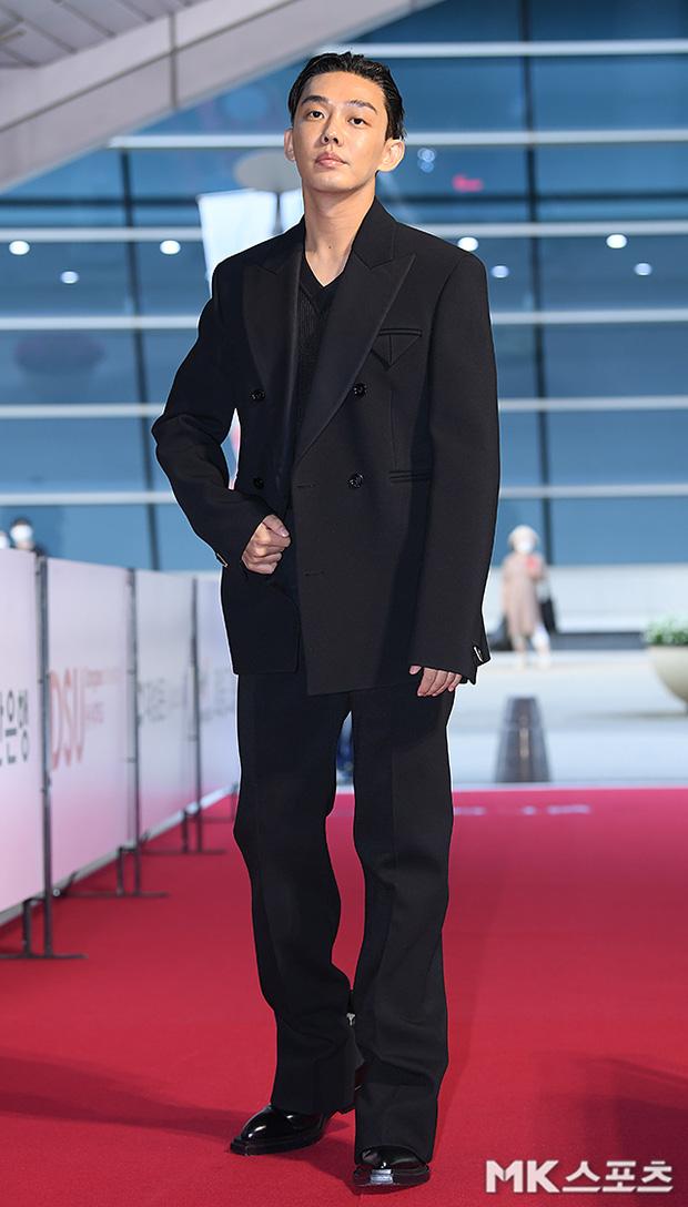 """Thảm đỏ """"hot"""" nhất xứ Hàn hôm nay: Yoo Ah In mặt bóng dầu, kém sắc trước đàn anh Lee Byung Hun - Ảnh 5."""