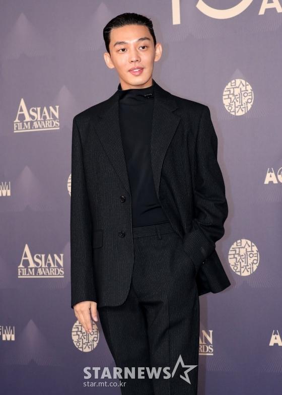 """Thảm đỏ LHP Busan ngày 3: Tài tử Lee Byung Hun đụng độ """"em trai Song Hye Kyo"""" Yoo Ah In - Ảnh 5."""