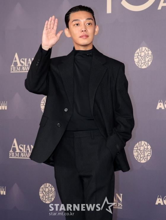 """Thảm đỏ LHP Busan ngày 3: Tài tử Lee Byung Hun đụng độ """"em trai Song Hye Kyo"""" Yoo Ah In - Ảnh 4."""