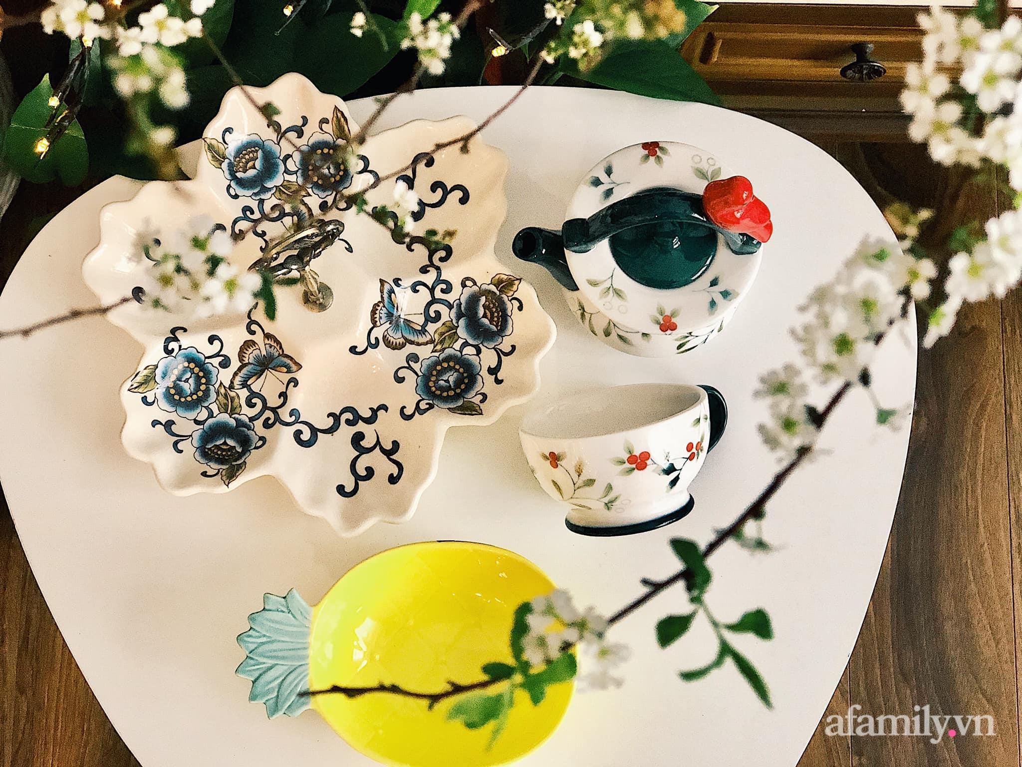 Mẻ đảm Hà Nội khéo mang Tết vào tổ ấm đẹp duyên dáng với gốm và hoa - Ảnh 7.