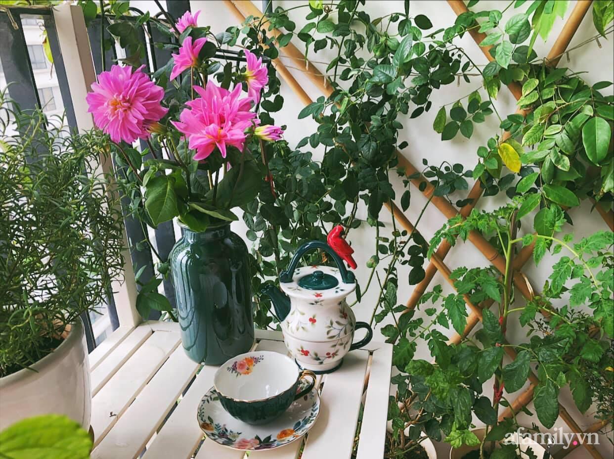 Mẻ đảm Hà Nội khéo mang Tết vào tổ ấm đẹp duyên dáng với gốm và hoa - Ảnh 9.