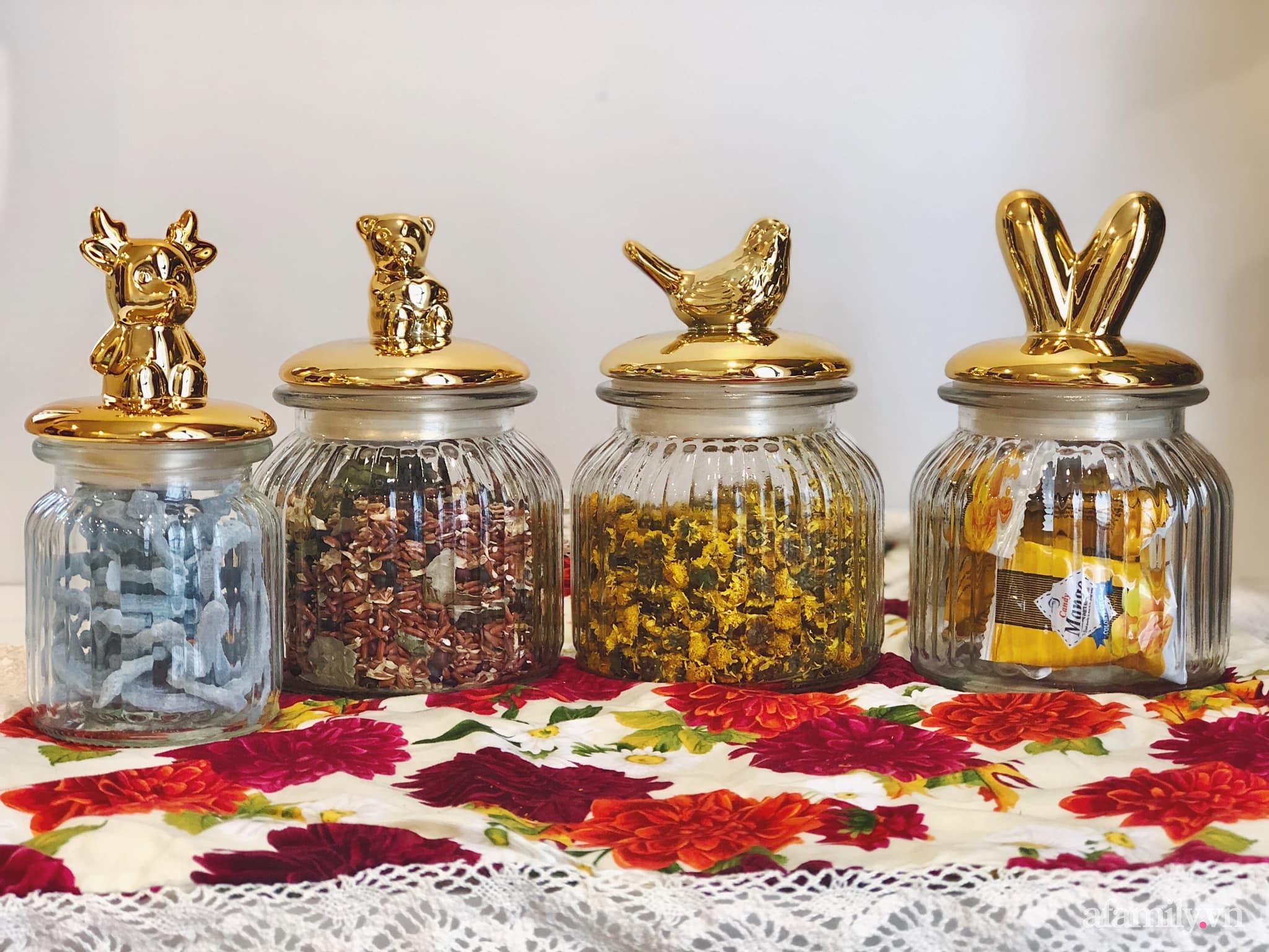 Mẻ đảm Hà Nội khéo mang Tết vào tổ ấm đẹp duyên dáng với gốm và hoa - Ảnh 14.