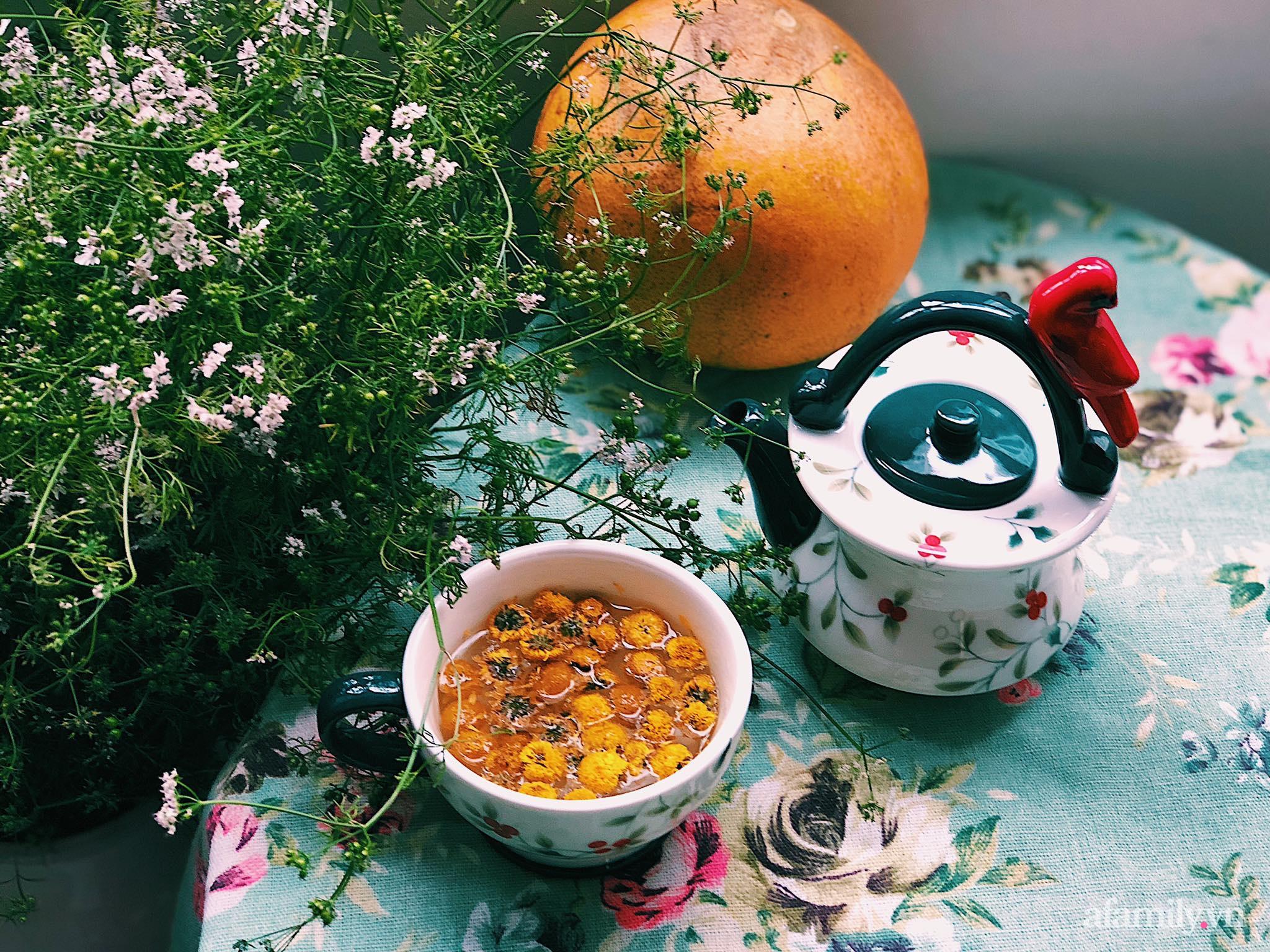 Mẻ đảm Hà Nội khéo mang Tết vào tổ ấm đẹp duyên dáng với gốm và hoa - Ảnh 4.
