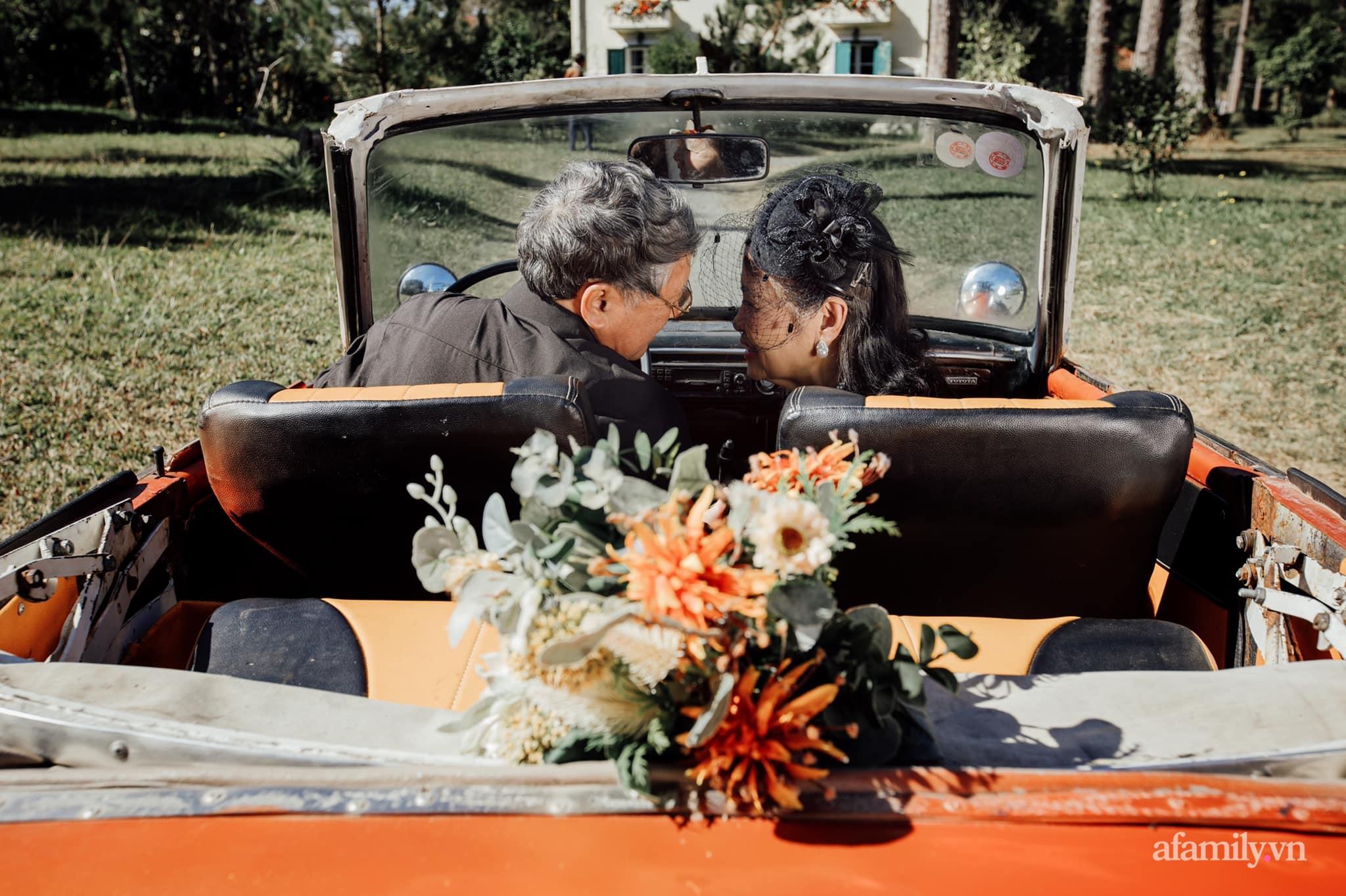 """Bộ ảnh kỉ niệm 47 năm ngày cưới càng ngắm càng thấy """"tình"""" của cặp đôi U80 tại Đà Lạt, khiến ai cũng ước ao có một tình yêu trọn đời ngát xanh - Ảnh 2."""