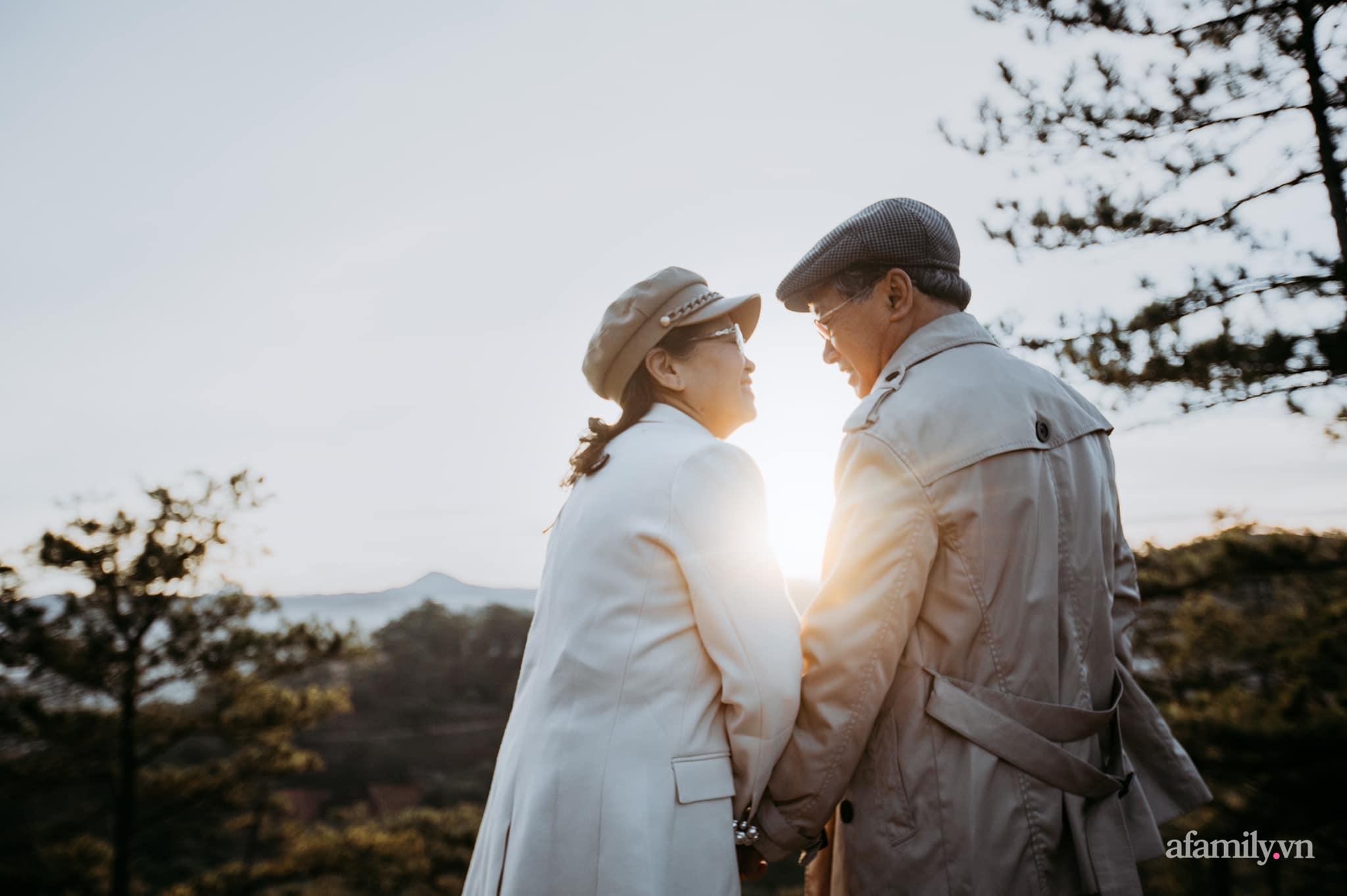 """Bộ ảnh kỉ niệm 47 năm ngày cưới càng ngắm càng thấy """"tình"""" của cặp đôi U80 tại Đà Lạt, khiến ai cũng ước ao có một tình yêu trọn đời ngát xanh - Ảnh 9."""