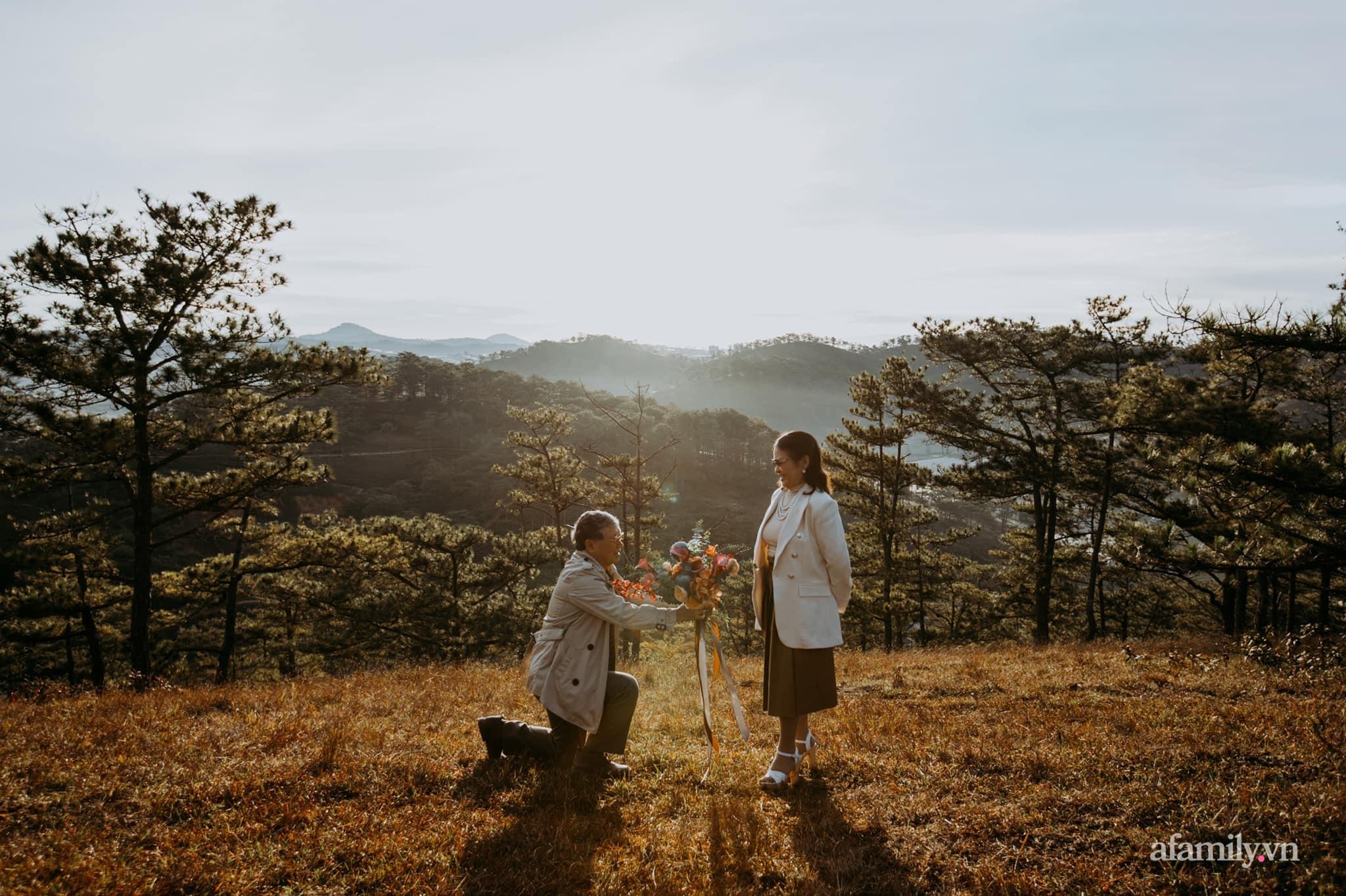 """Bộ ảnh kỉ niệm 47 năm ngày cưới càng ngắm càng thấy """"tình"""" của cặp đôi U80 tại Đà Lạt, khiến ai cũng ước ao có một tình yêu trọn đời ngát xanh - Ảnh 11."""