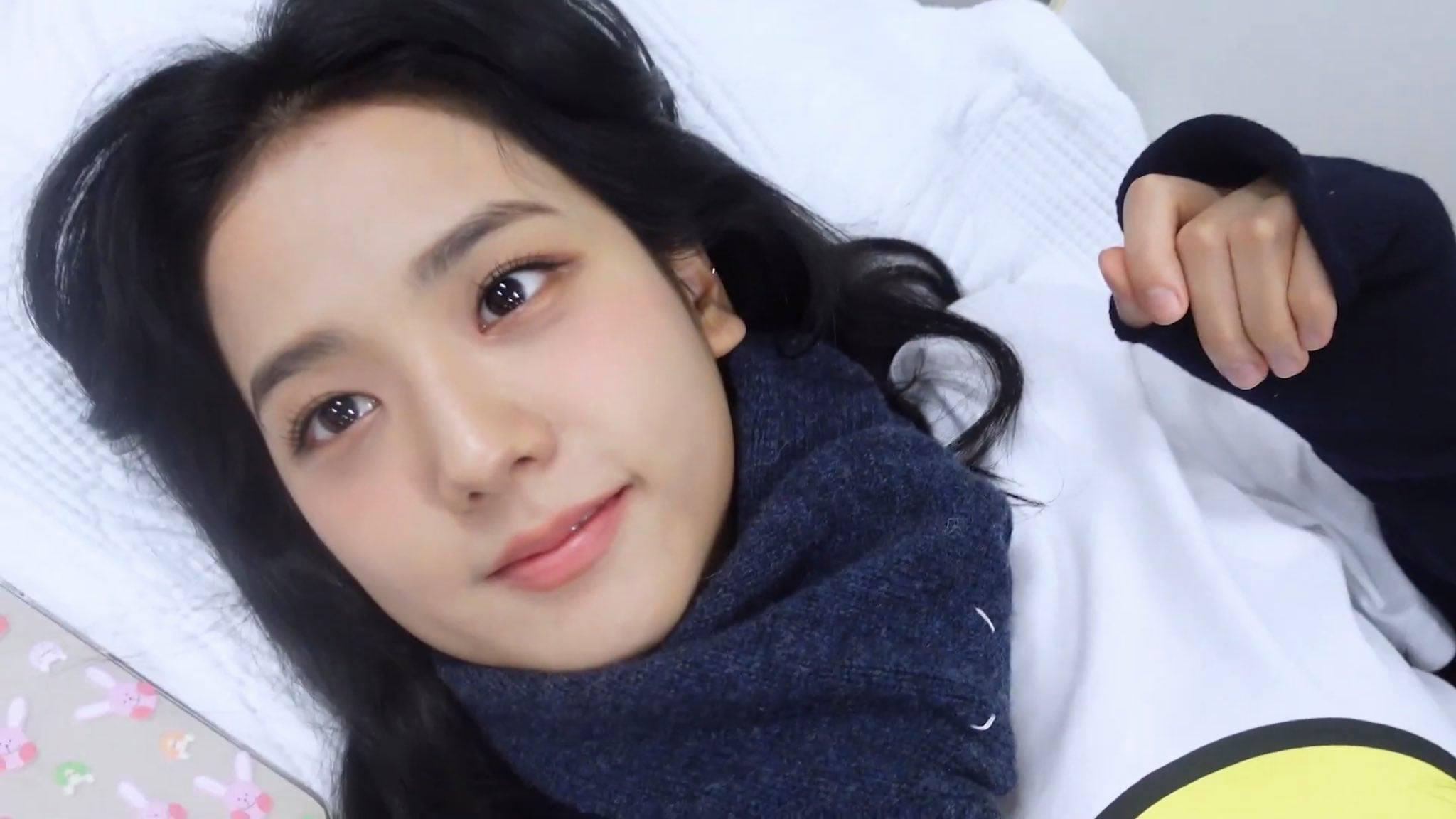 Từ chính miệng Jisoo: Không có chuyện BLACKPINK để mặt mộc đi tổng duyệt, muốn đẹp phải makeup full face! - Ảnh 4.