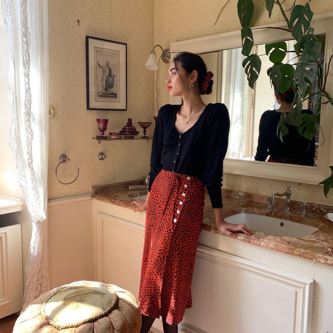 Mùng 1 Tết thanh lịch như gái Pháp với 10 set đồ màu đỏ mang may mắn đến cả năm Tân Sửu dành cho các nàng 30+ - Ảnh 10.