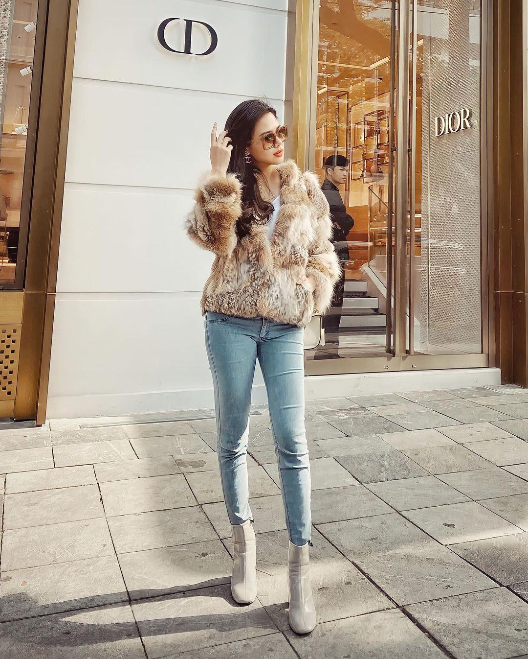 Những outfit đơn giản nhưng cực ra dáng phu nhân Tổng giám đốc của Phanh Lee - Ảnh 5.