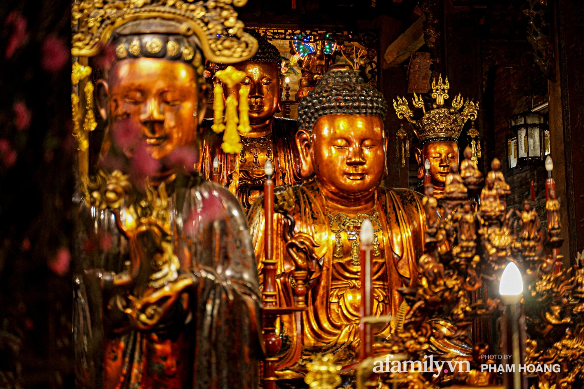 Mùng 1 đầu năm ghé thăm chùa Bà Đá: Chốn linh thiêng cổ xưa ngàn năm tuổi, giấu mình giữa phố cổ phồn hoa - Ảnh 7.