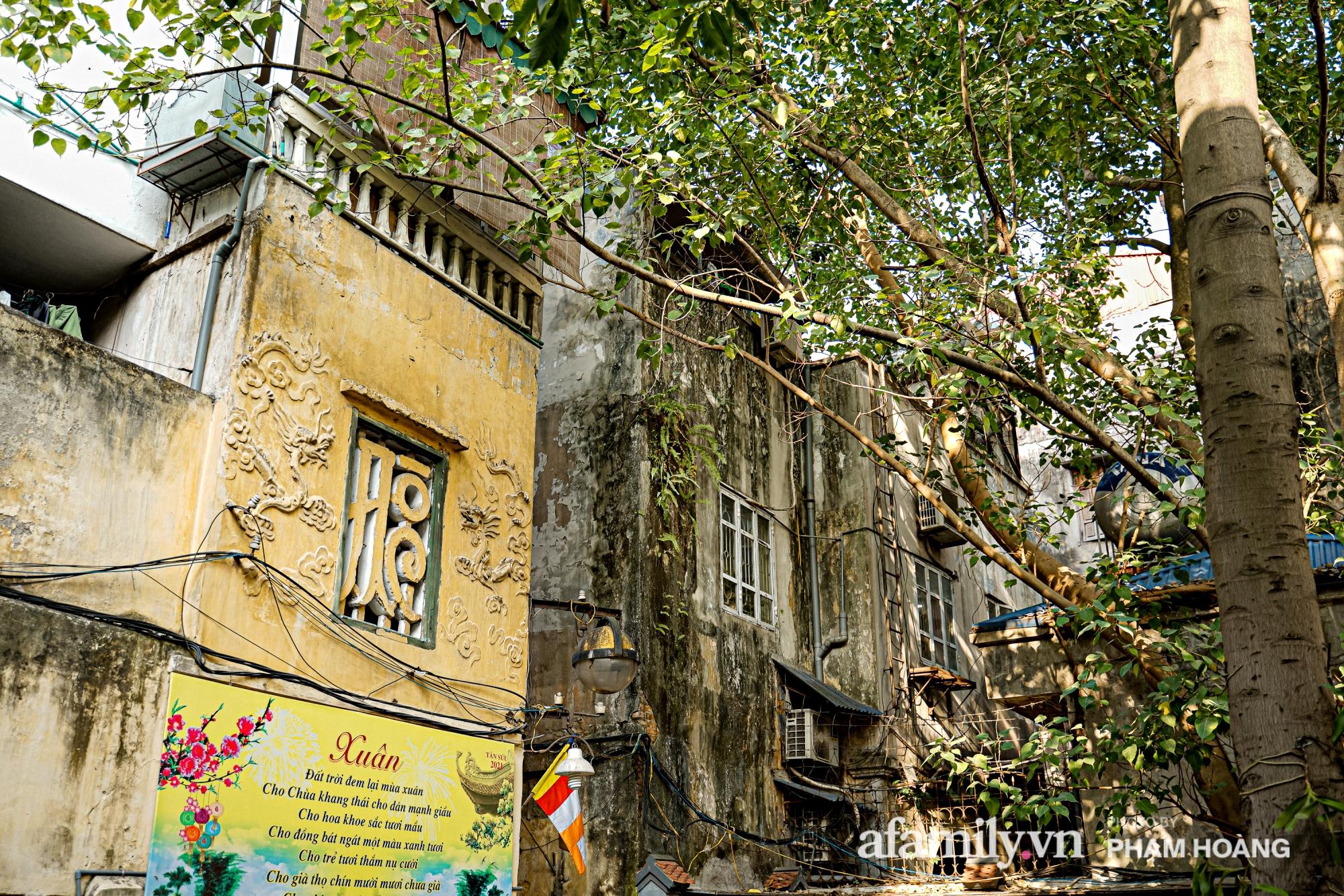 Mùng 1 đầu năm ghé thăm chùa Bà Đá: Chốn linh thiêng cổ xưa ngàn năm tuổi, giấu mình giữa phố cổ phồn hoa - Ảnh 20.