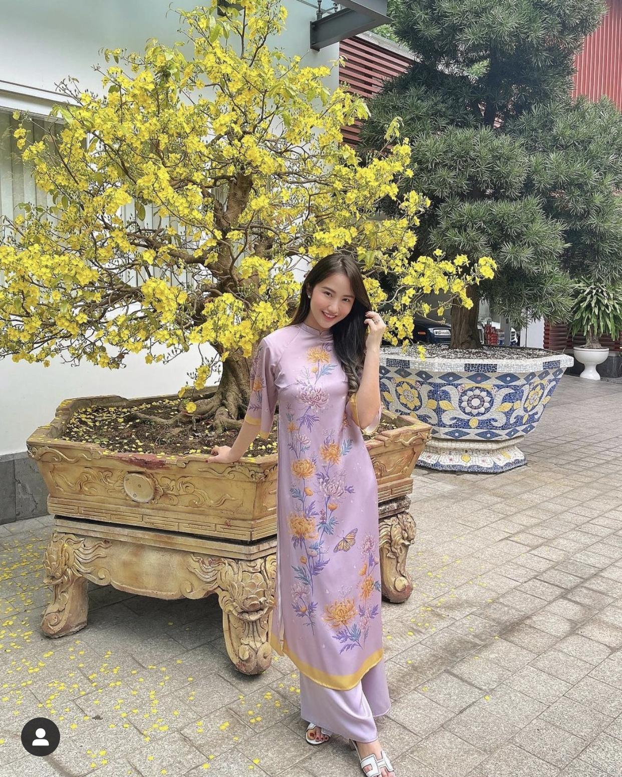 Primmy Trương khoe khoảnh khắc rạng rỡ sáng mùng 1 Tết, diện áo dài xinh đẹp đón năm mới đầu tiên ở nhà Phan Thành - Ảnh 2.