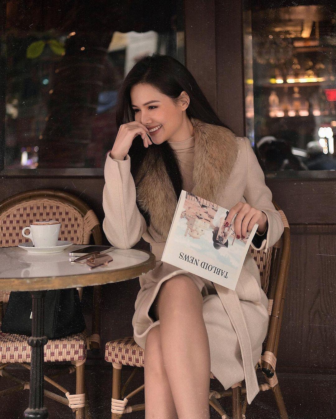 11 outfit đơn giản nhưng cực ra dáng phu nhân Tổng Giám đốc của Phanh Lee, học theo để lên đồ du Xuân là chuẩn xịn - Ảnh 1.