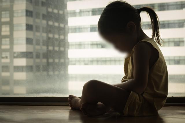 Trước thềm năm mới, thi thể bé gái 3 tuổi được bà ngoại tìm thấy trong căn biệt thự trống không, lời khai của người mẹ bỏ rơi con gây sục sôi - Ảnh 2.