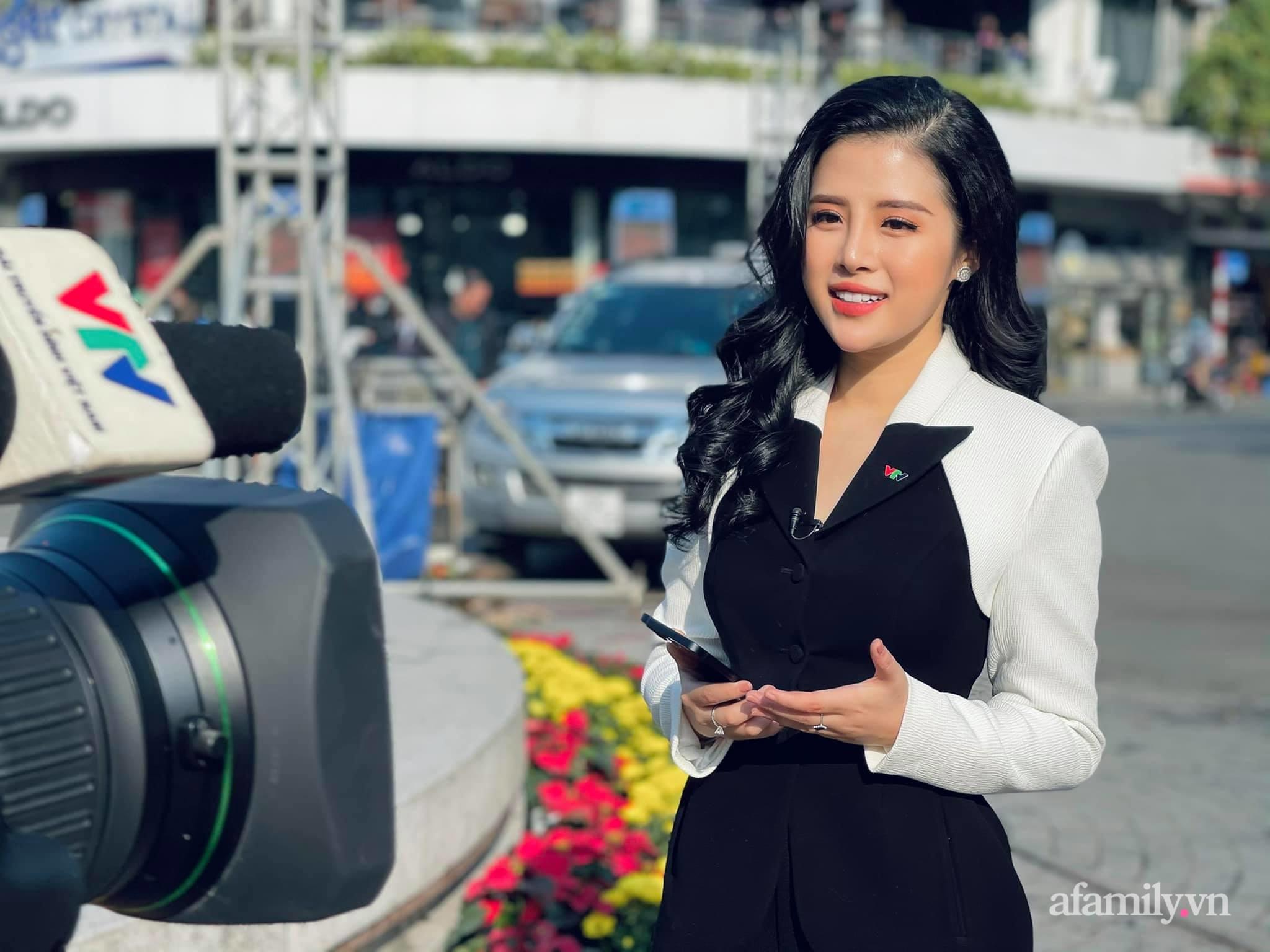 """Tết của các BTV truyền hình nổi tiếng: """"Cô gái thời tiết"""" Xuân Anh đi làm từ 4h sáng, Hải Vân VTV24 đón xuân đầu tiên không được về nhà - Ảnh 1."""