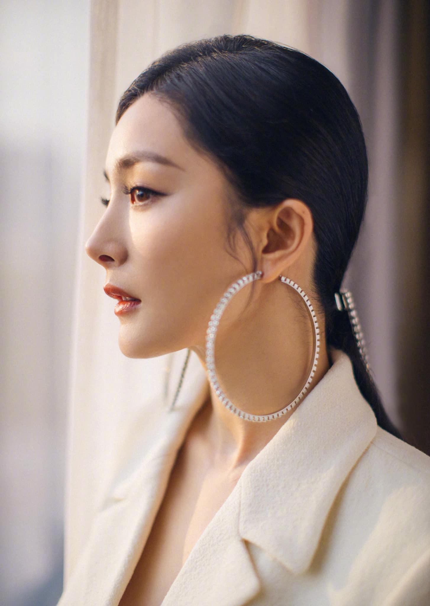 Dương Mịch là bà chúa mê khuyên tai khủng, xem mà thán phục về độ chịu chơi của cô - Ảnh 5.