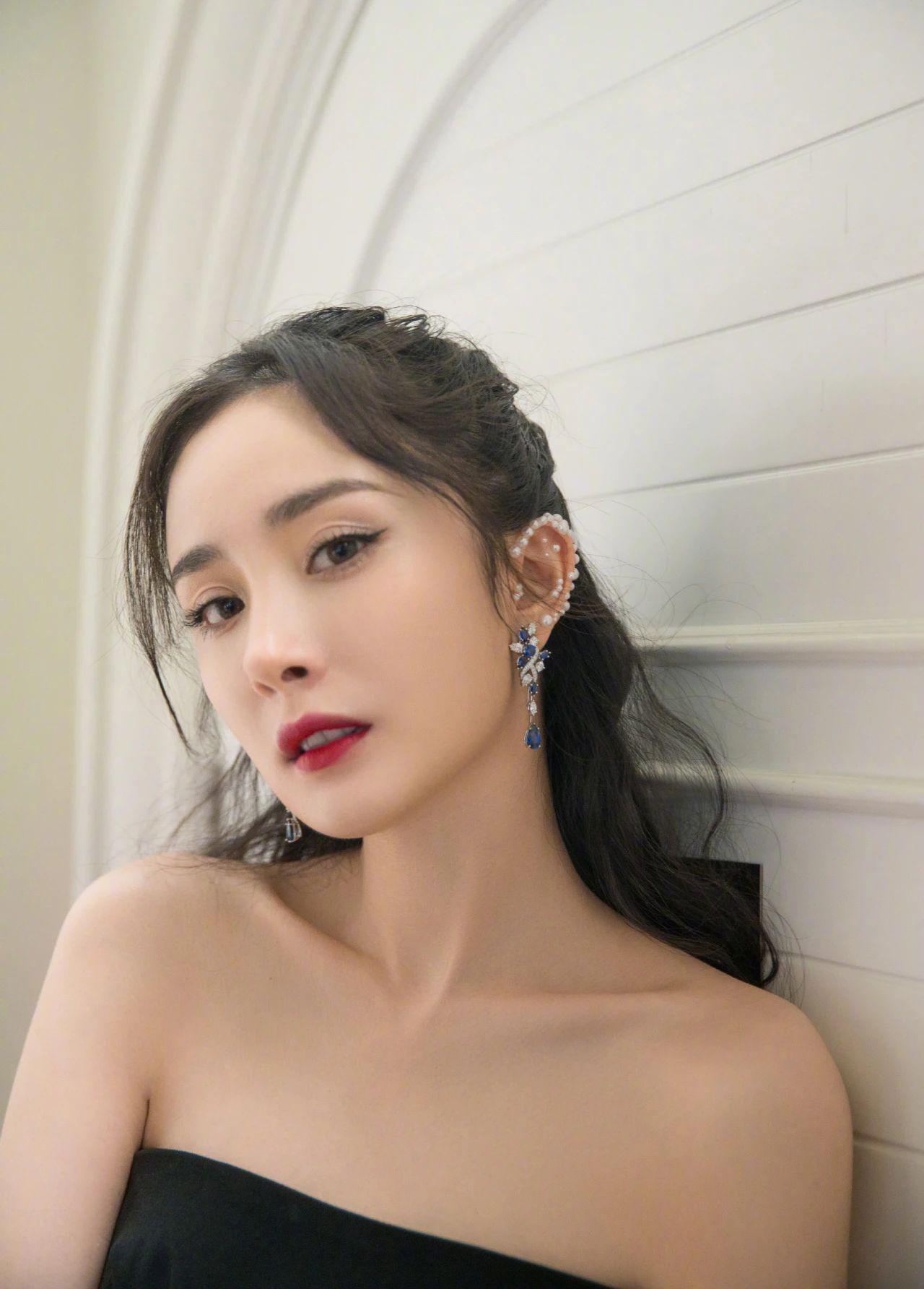 Dương Mịch là bà chúa mê khuyên tai khủng, xem mà thán phục về độ chịu chơi của cô - Ảnh 10.