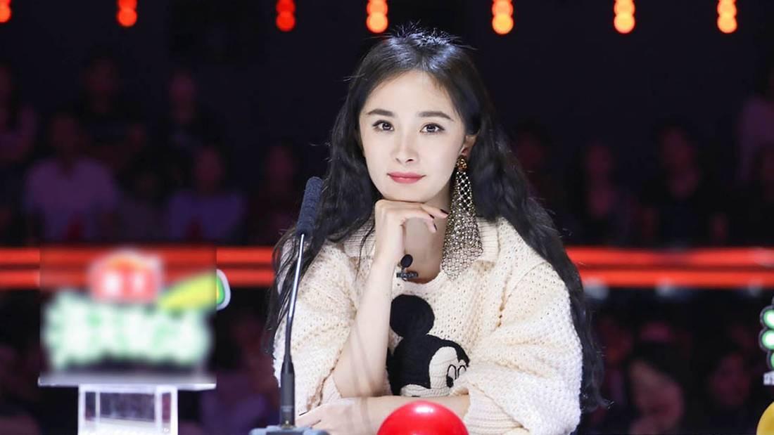 Dương Mịch là bà chúa mê khuyên tai khủng, xem mà thán phục về độ chịu chơi của cô - Ảnh 3.