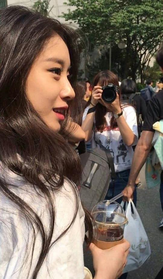 """Nhan sắc thật của dàn mỹ nhân Hàn Quốc qua loạt ảnh chụp vội bởi team qua đường: Lisa liệu có xứng với danh xưng """"mỹ nhân đẹp nhất châu Á"""" - Ảnh 12."""