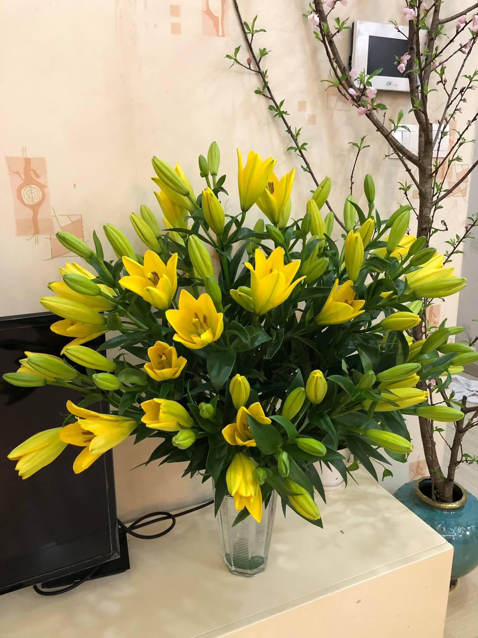 Giá hoa rẻ chưa từng có, chị em nô nức khoe bình hoa để bàn đẹp lộng lẫy mà giá chỉ từ 10.000 đồng - Ảnh 6.